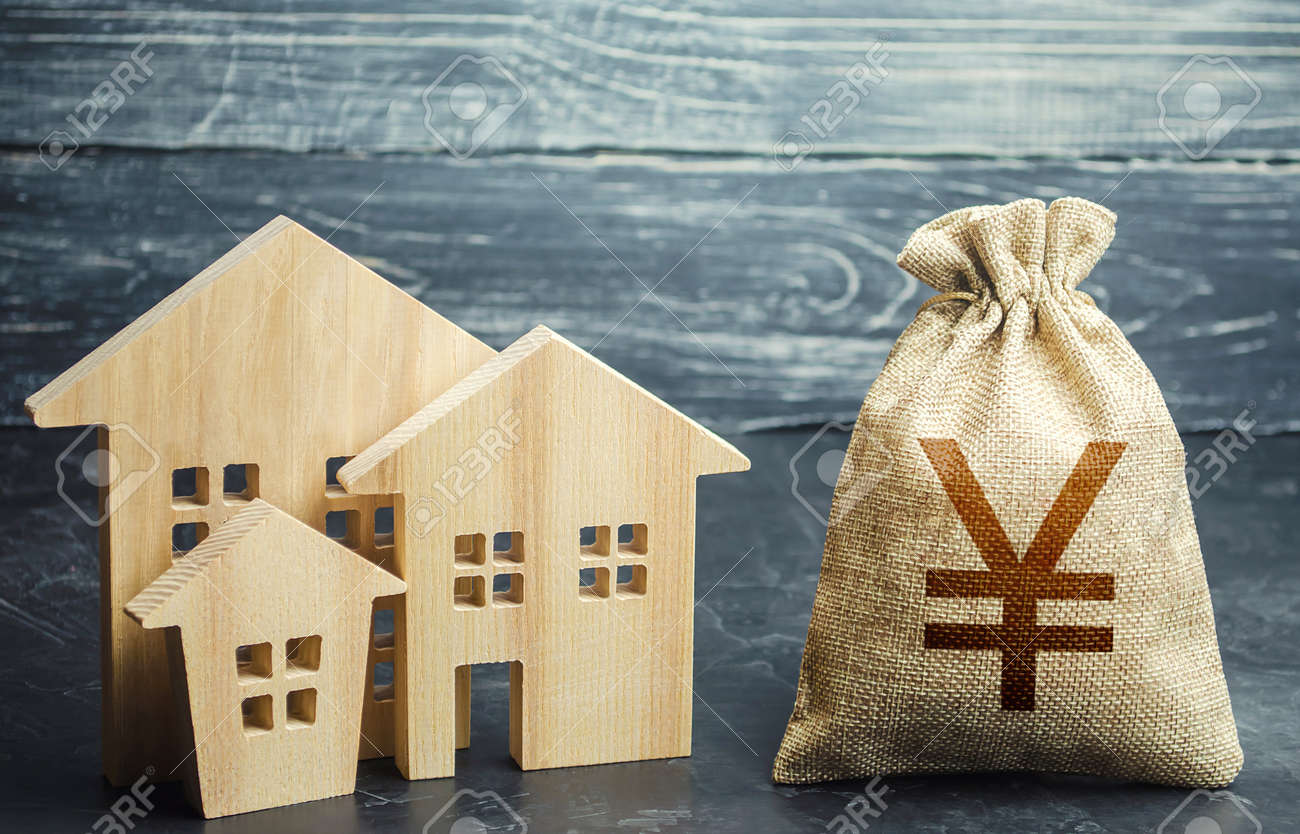 Yuan Yen money bag and figurines of residential buildings. Financing urban development and infrastructure projects. Property tax. Municipal budgeting. Increase in investment attractiveness, prosperity. - 158572842