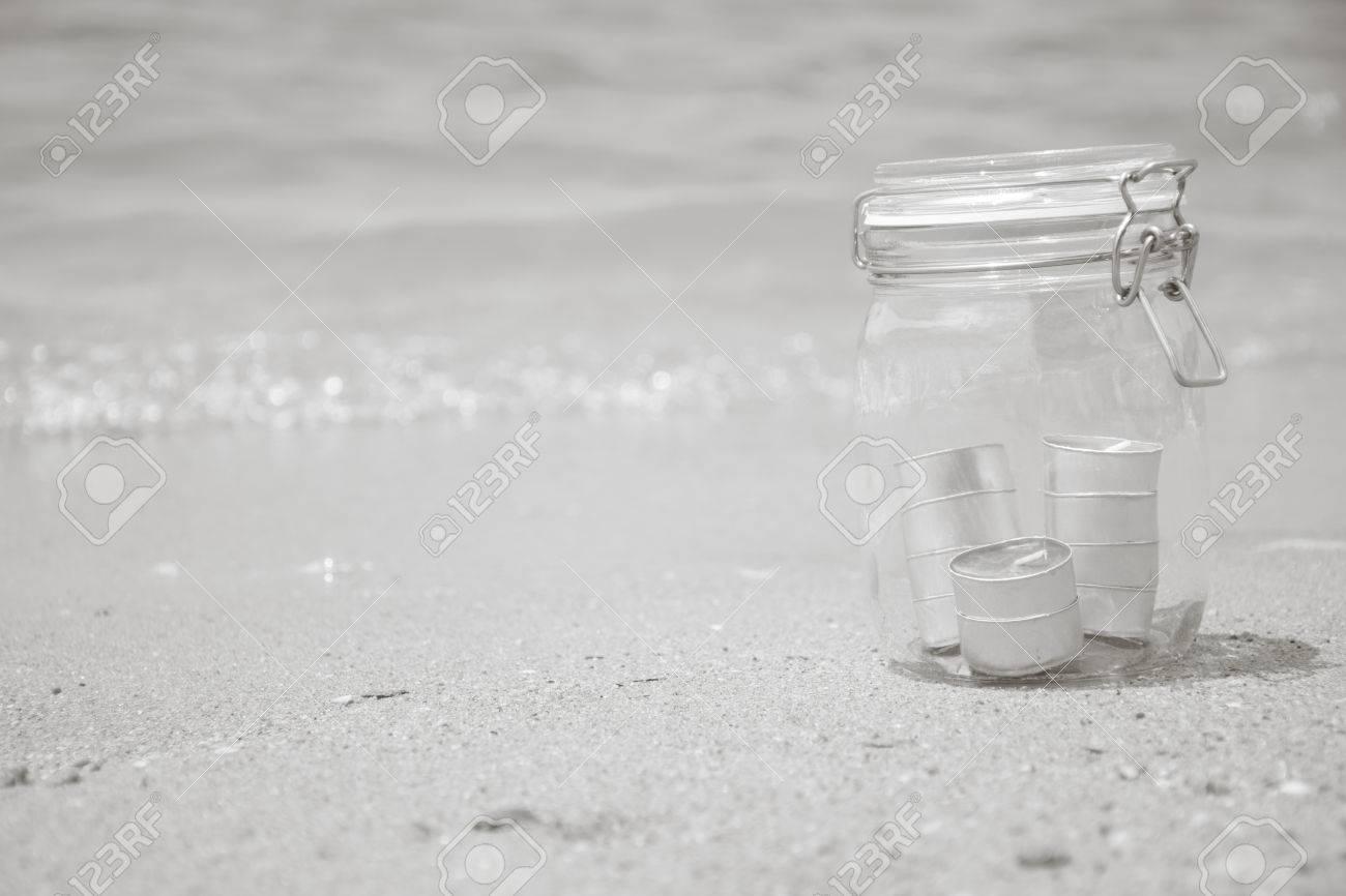 Immagini Stock Candele In Vaso Con Una Bella Spiaggia E Il Mare