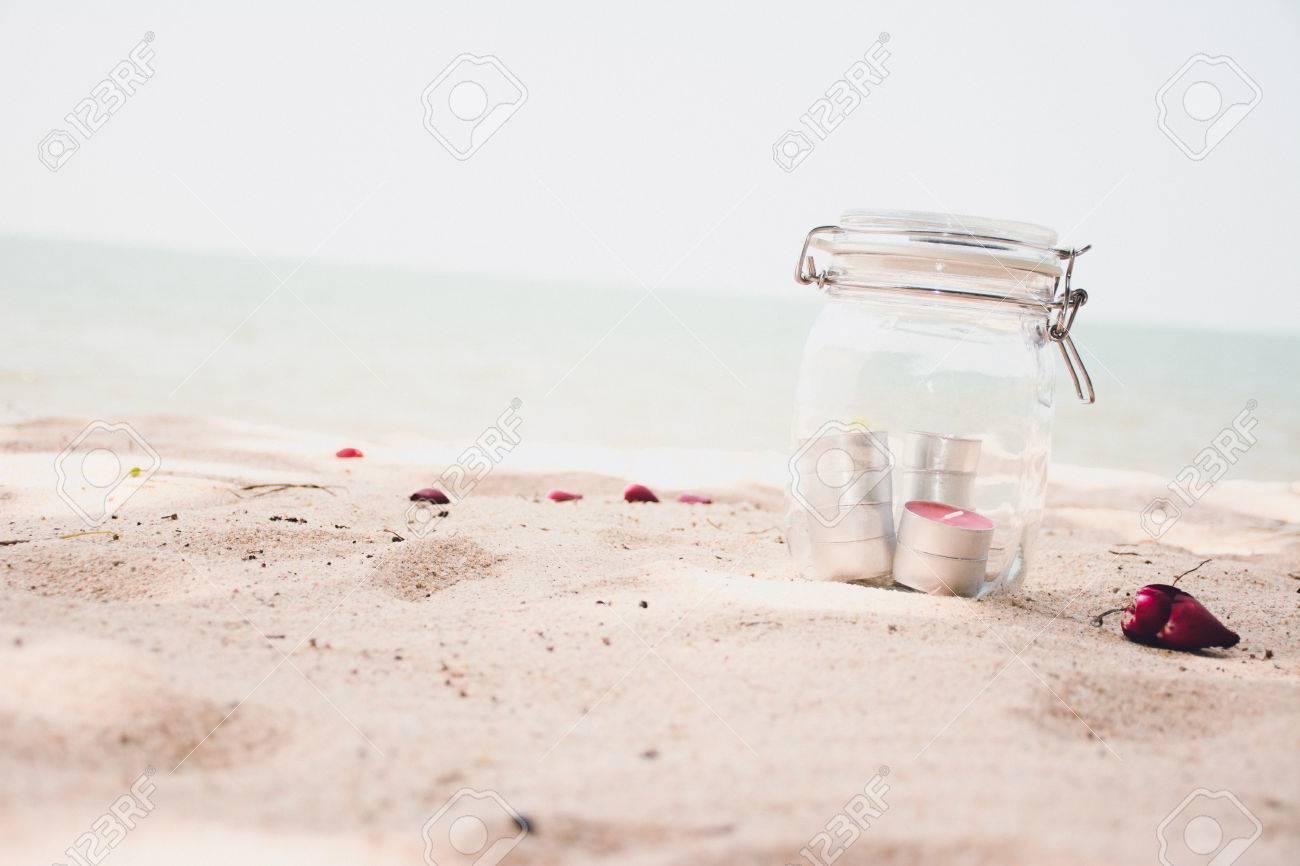 Kerzen Im Glas Mit Schonen Strand Und Meer Im Hintergrund Vintage