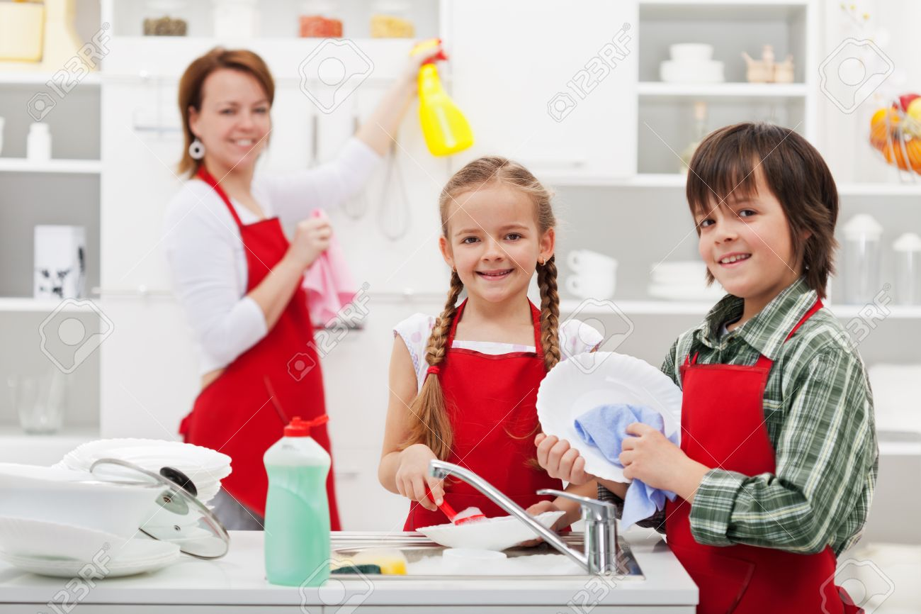 Family cleaning the kitchen and washing dishes - 25210624