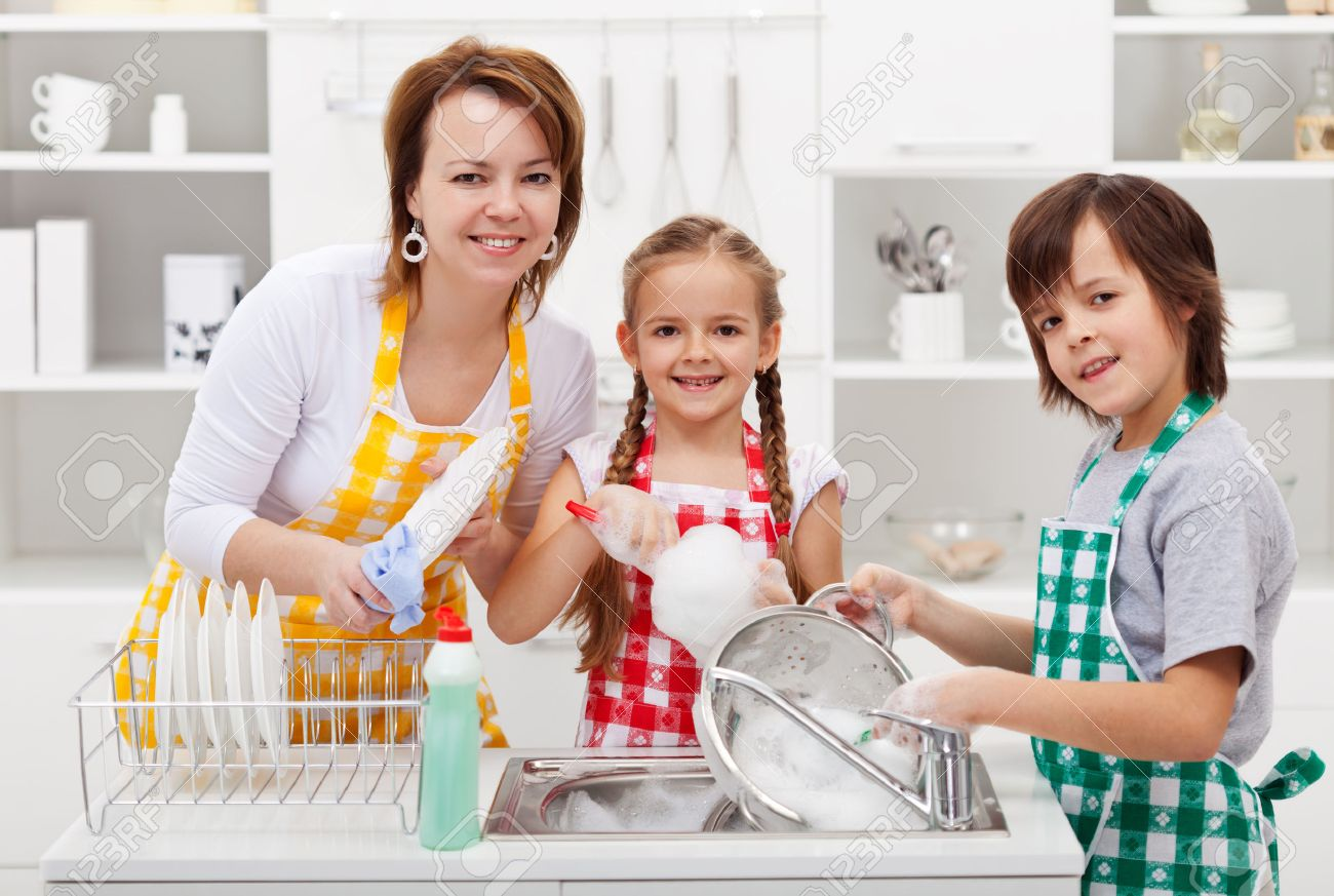 Kids helping their mother in the kitchen - washing the dishes - 31584624