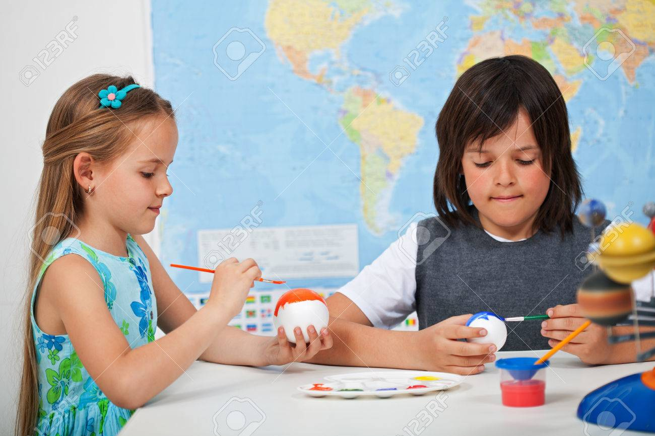 Kids painting the planets in art and science class - for a solar