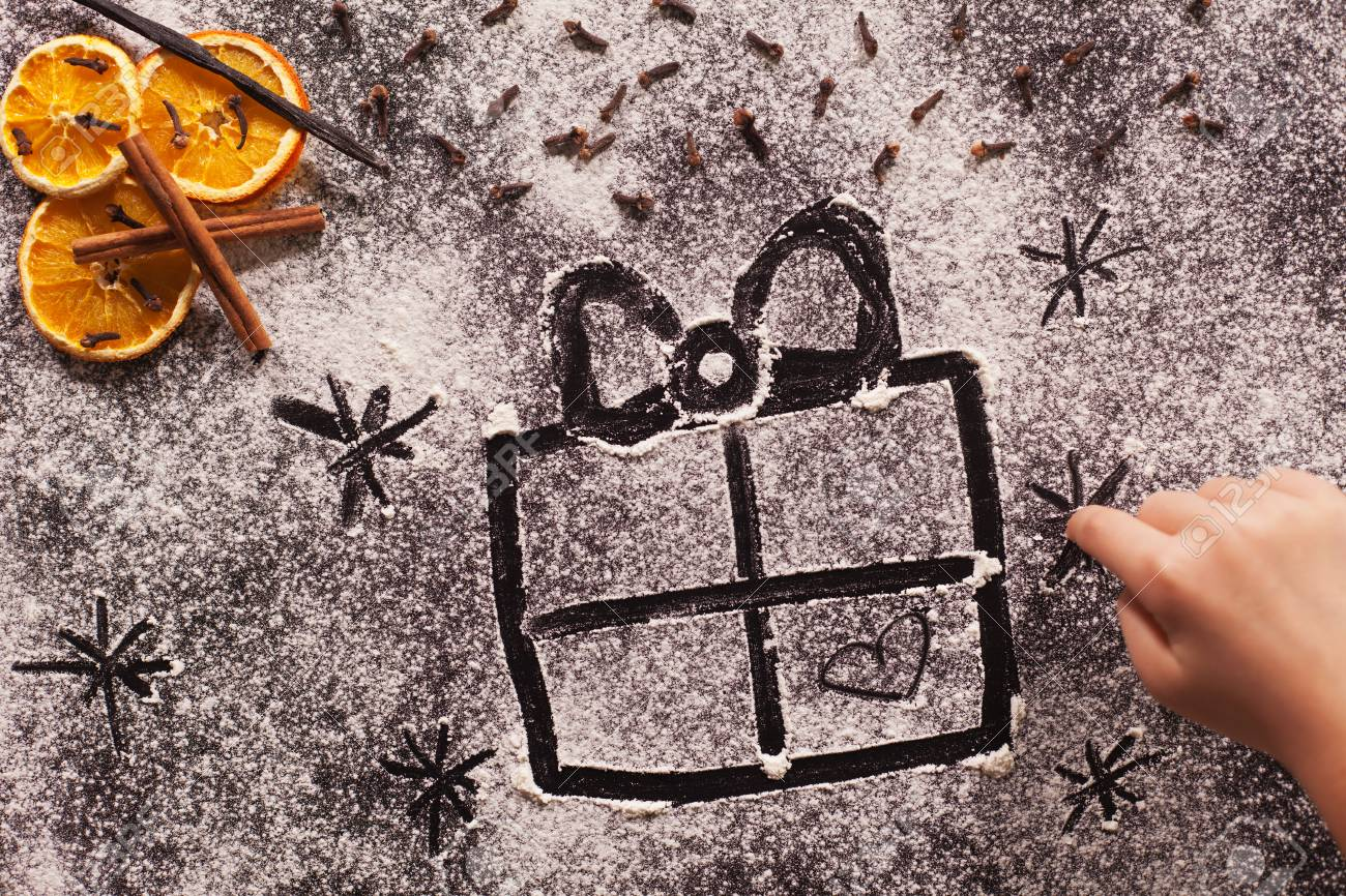 Como Hacer Christmas Con Fotos.Child Hand Drawing Christmas Present In The Flour Prepared To