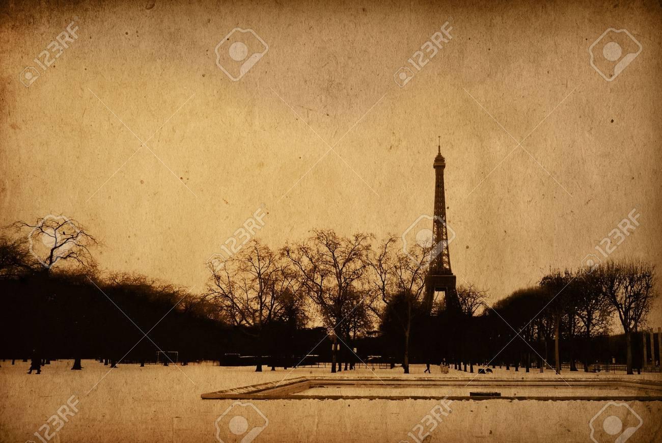 The Eiffel Tower in nightfall Stock Photo - 6780161