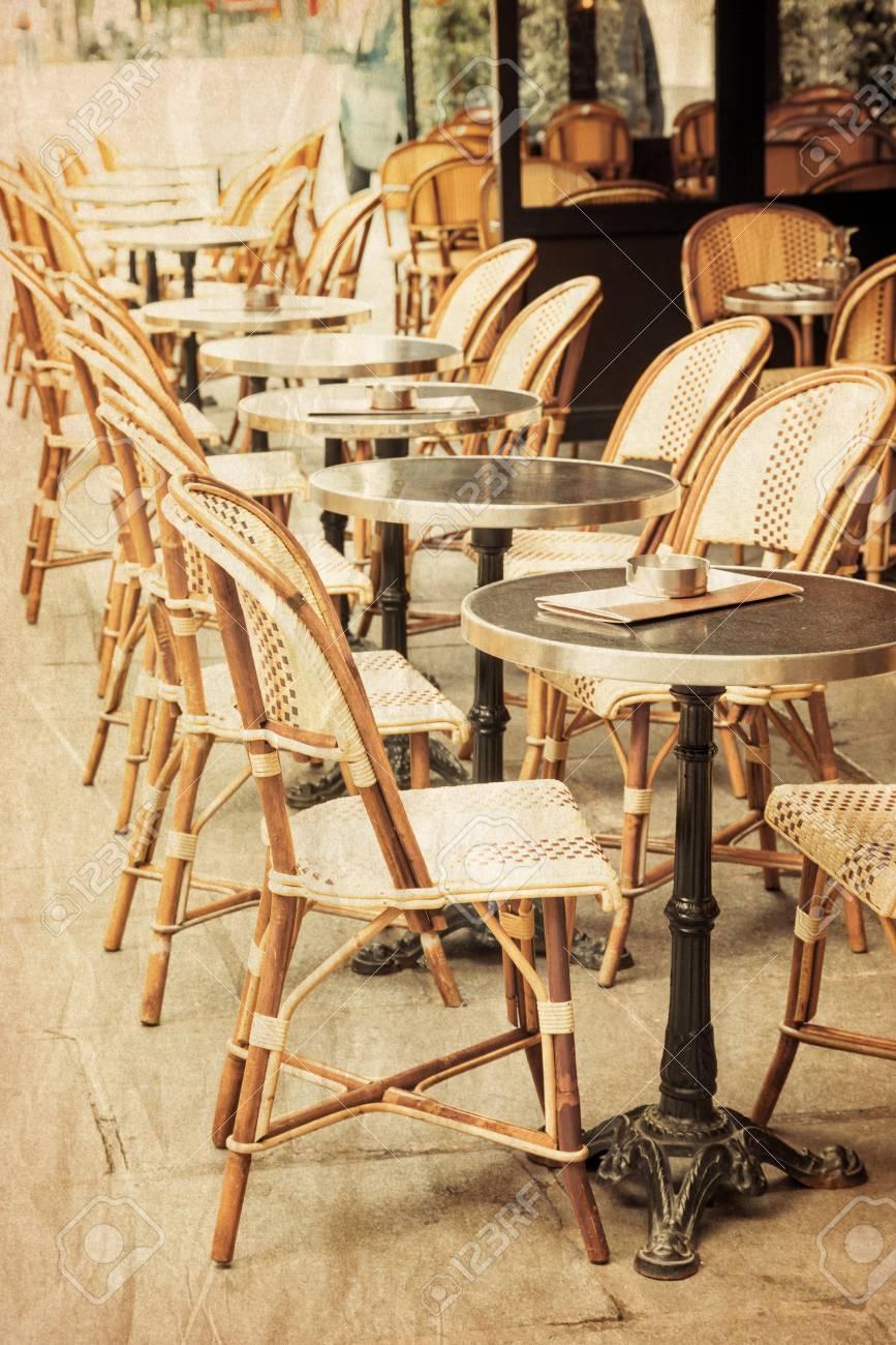 Terras Stoelen Tafels.Ouderwetse Koffie Terras Met Tafels En Stoelen Parijs Frankrijk