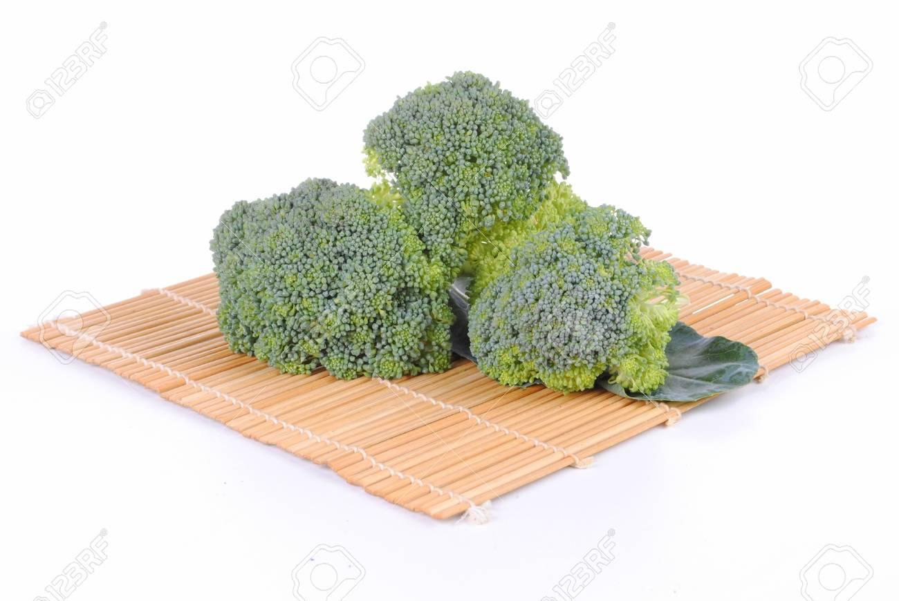 Organische Brokkoli Auf Einem Bambus Tischset Weissen Hintergrund