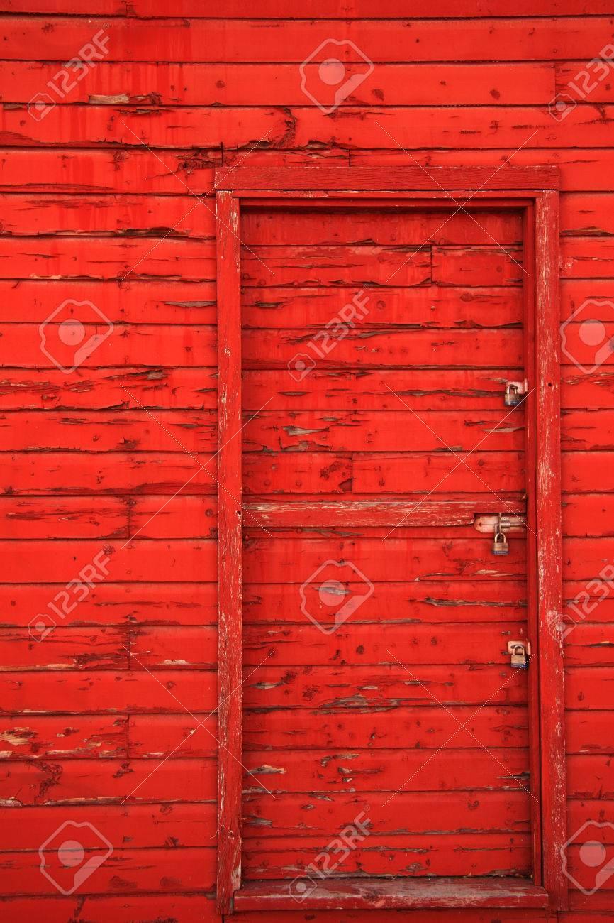Red barn door Stock Photo - 1525586