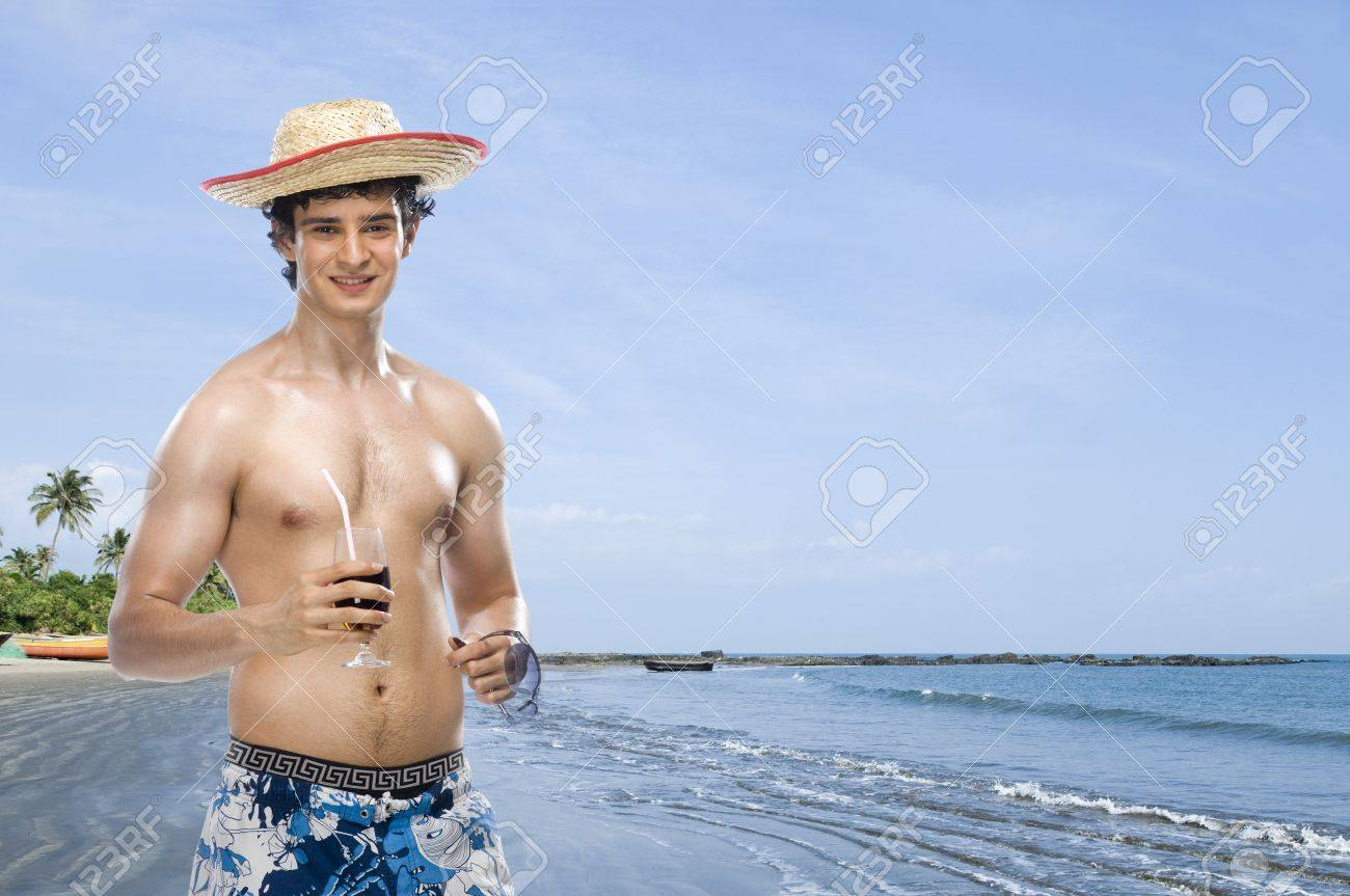 Man drinking soft drink on the beach Stock Photo - 10123782