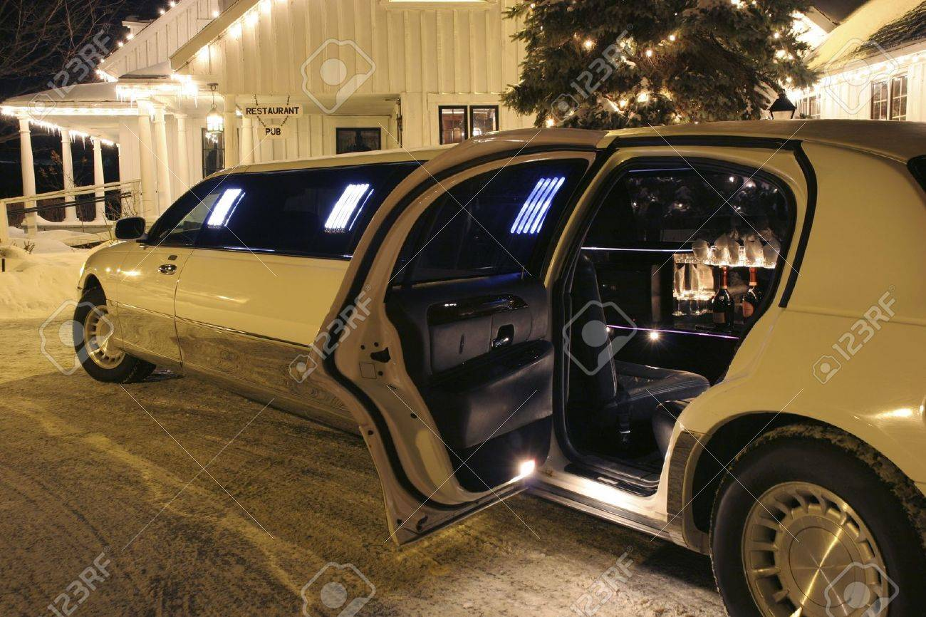 Your limo is waiting Stock Photo - 11677016
