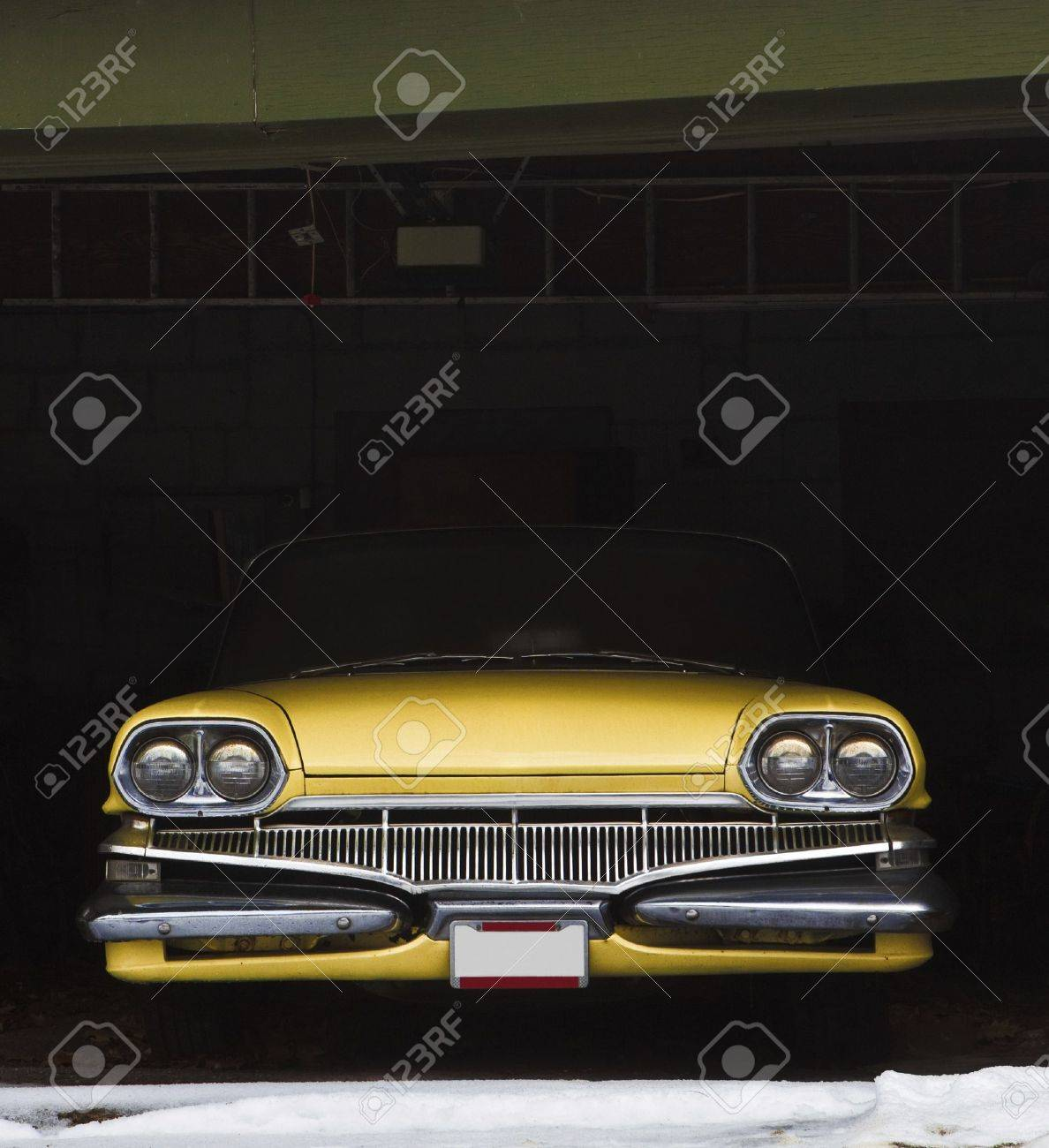 Vintage car in garage for winter Stock Photo - 11676888