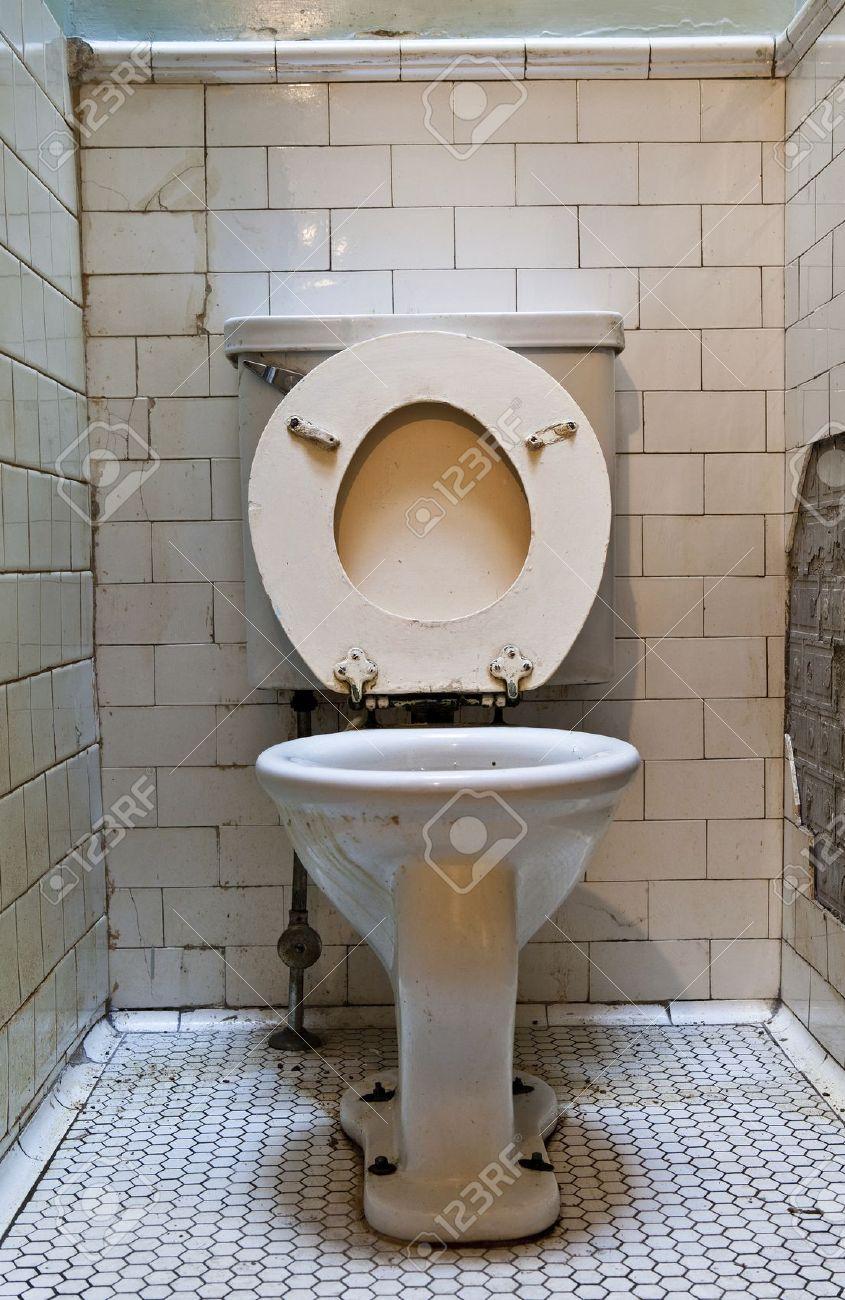 Старые в туалете 4 фотография