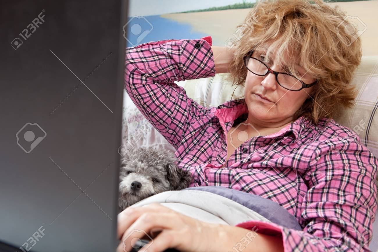 Sick day, businesswoman working from home Stock Photo - 12408577