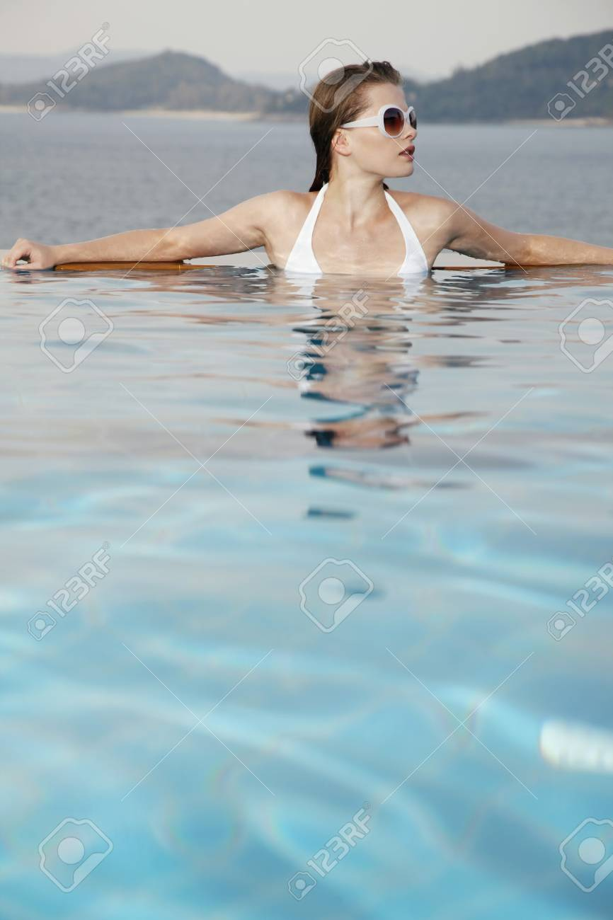 Woman with sunglasses in pool Stock Photo - 7172749