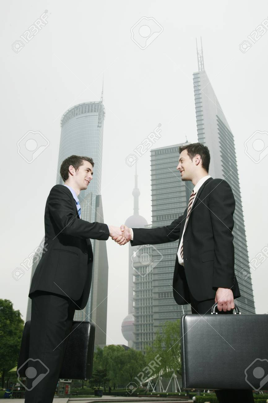 Businessmen shaking hands Stock Photo - 8148411