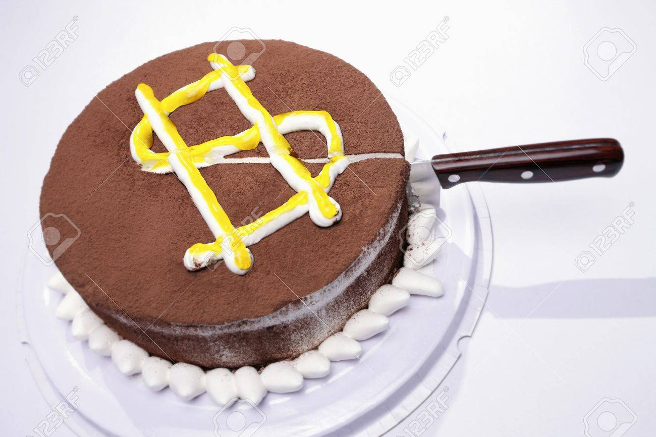 Knife cut into a cake with dollar sign - 12515098