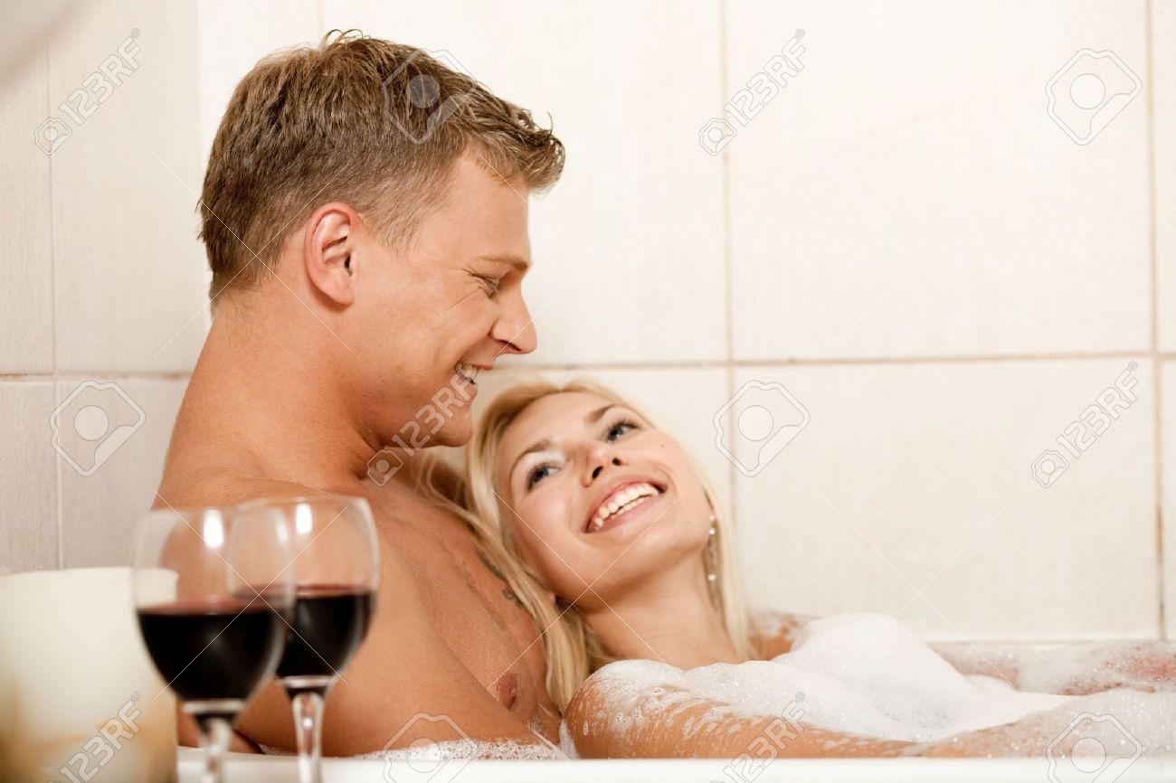 Смотреть онлайн мужчина в ванной 5 фотография