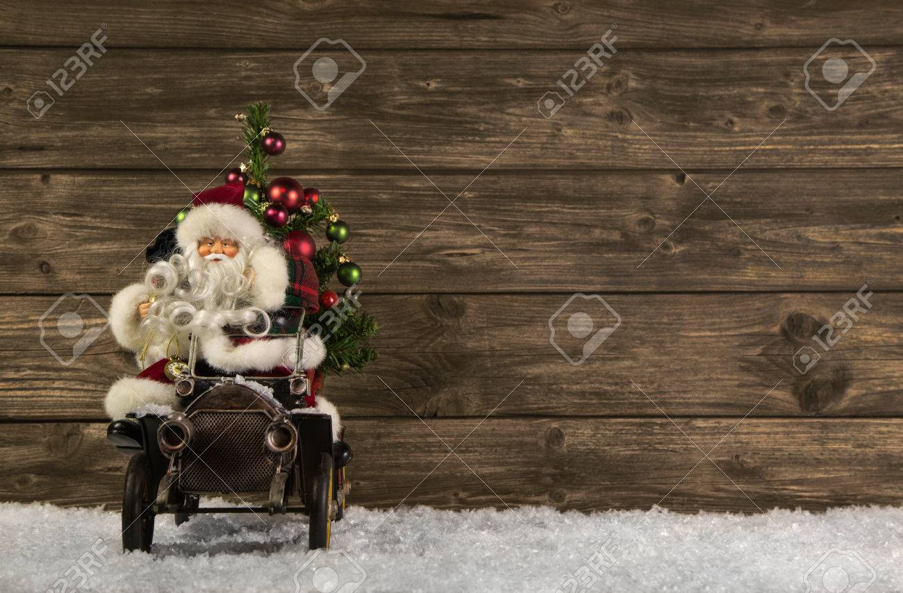 foto de Santa Claus: Vintage Christmas Decoration On Wooden Brown ...