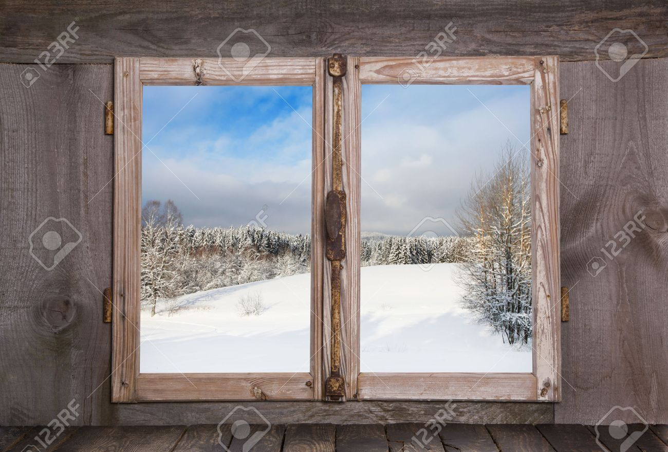 Souvent Paysage D'hiver Enneigé En Janvier. Voir Sur Une Vieille Fenêtre  SF04