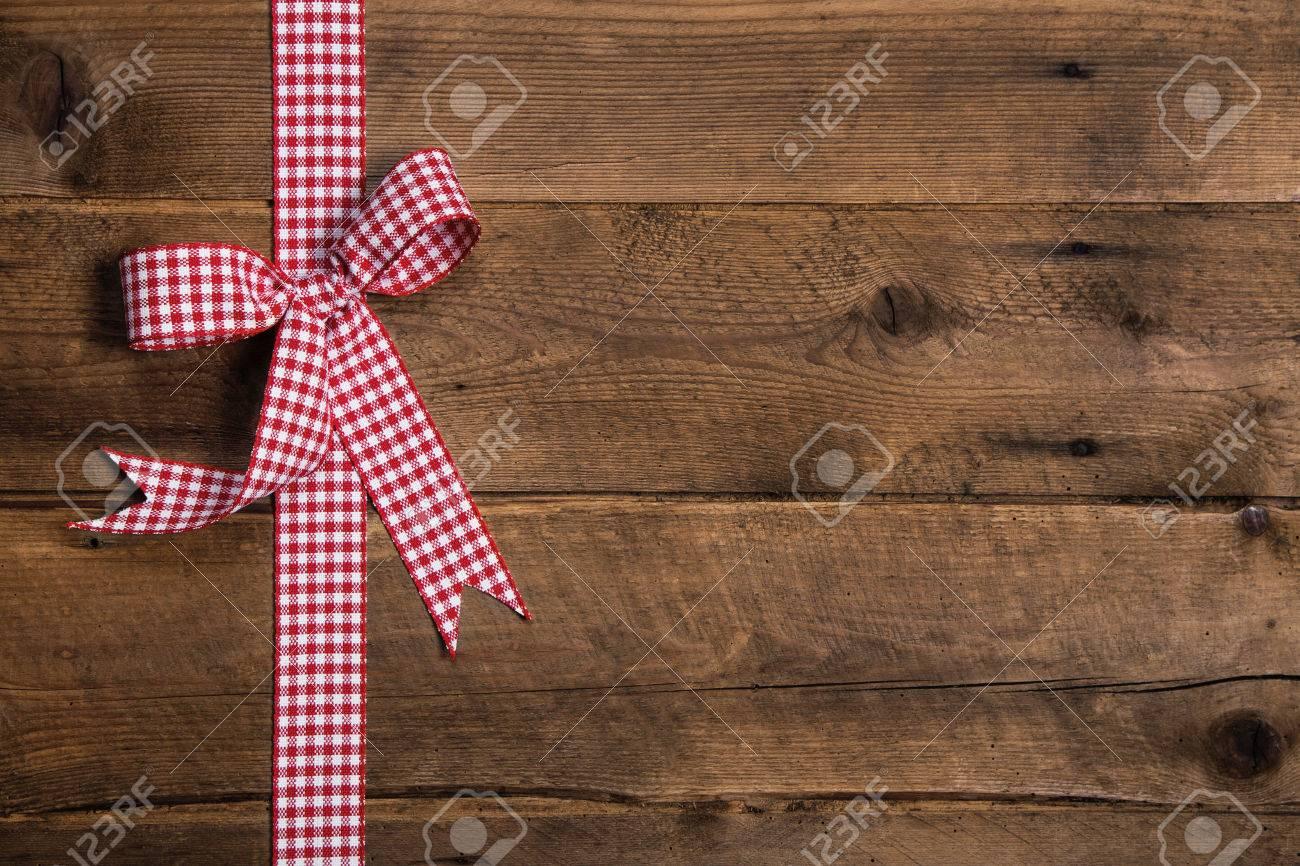 Holz Rustikalen Hintergrund Mit Einem Roten Weiß Karierten Band ...