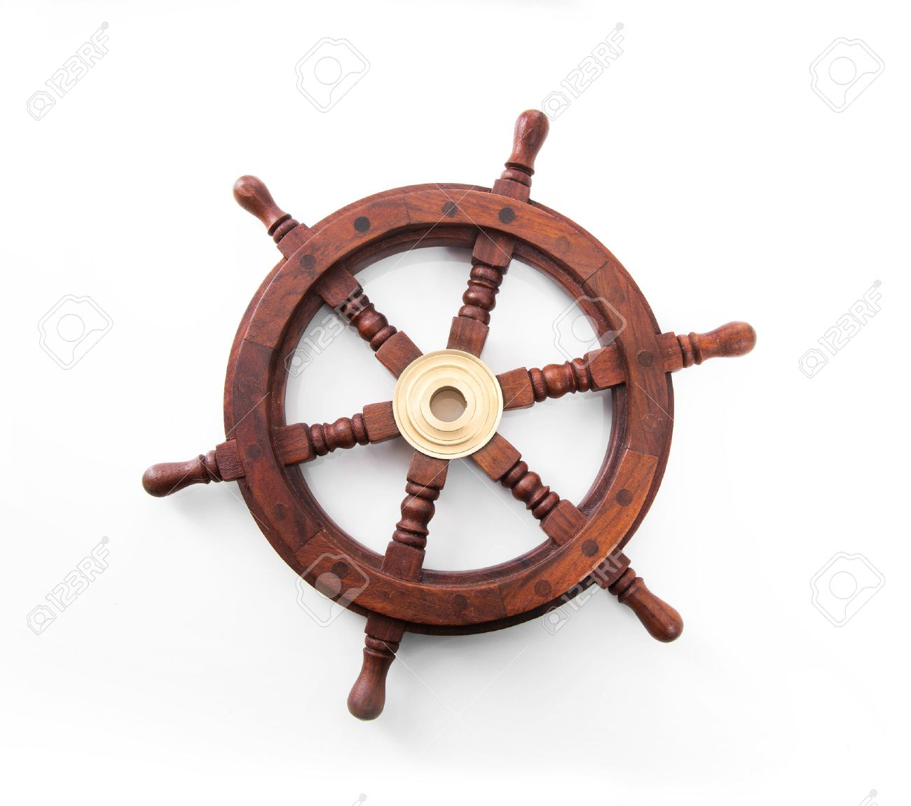 Old boat steering wheel isolated on the white background. Banque d'images - 37790971