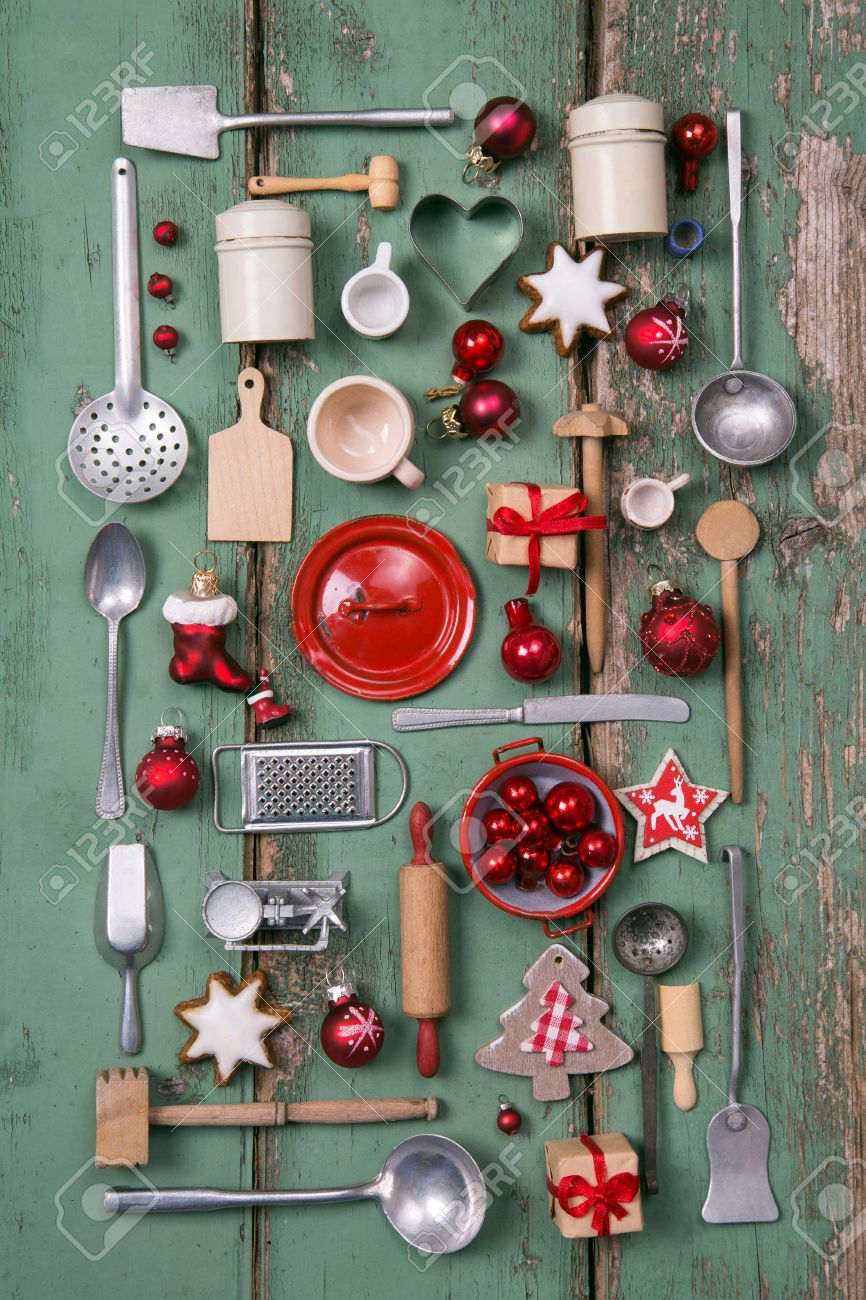 Country style or wooden vintage Christmas background in red and green for kitchen and menu decoration. Stock Photo - 44397032