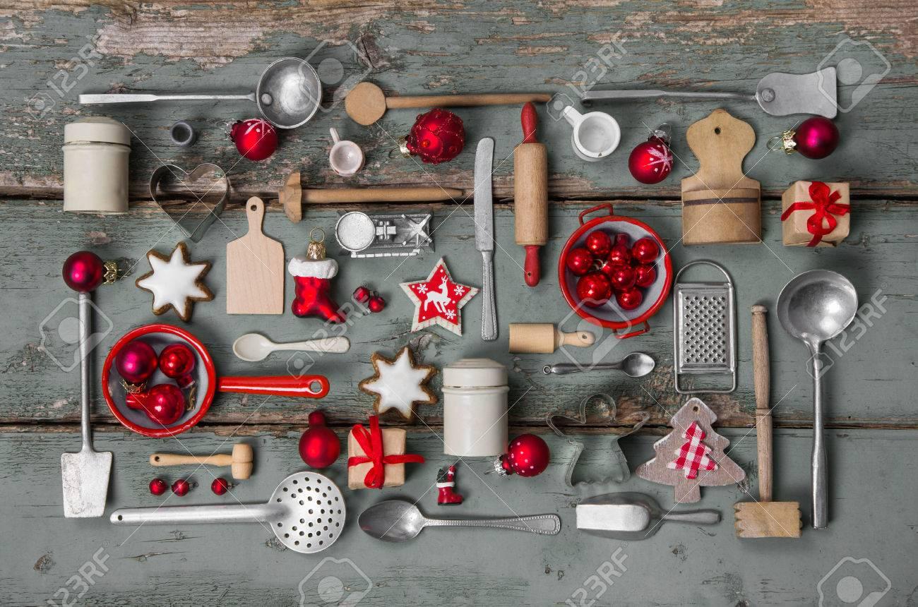Enfants jouets anciens de la cuisine. Vintage style ou d'un pays à la décoration de la nostalgie pour Noël. Banque d'images - 47341493