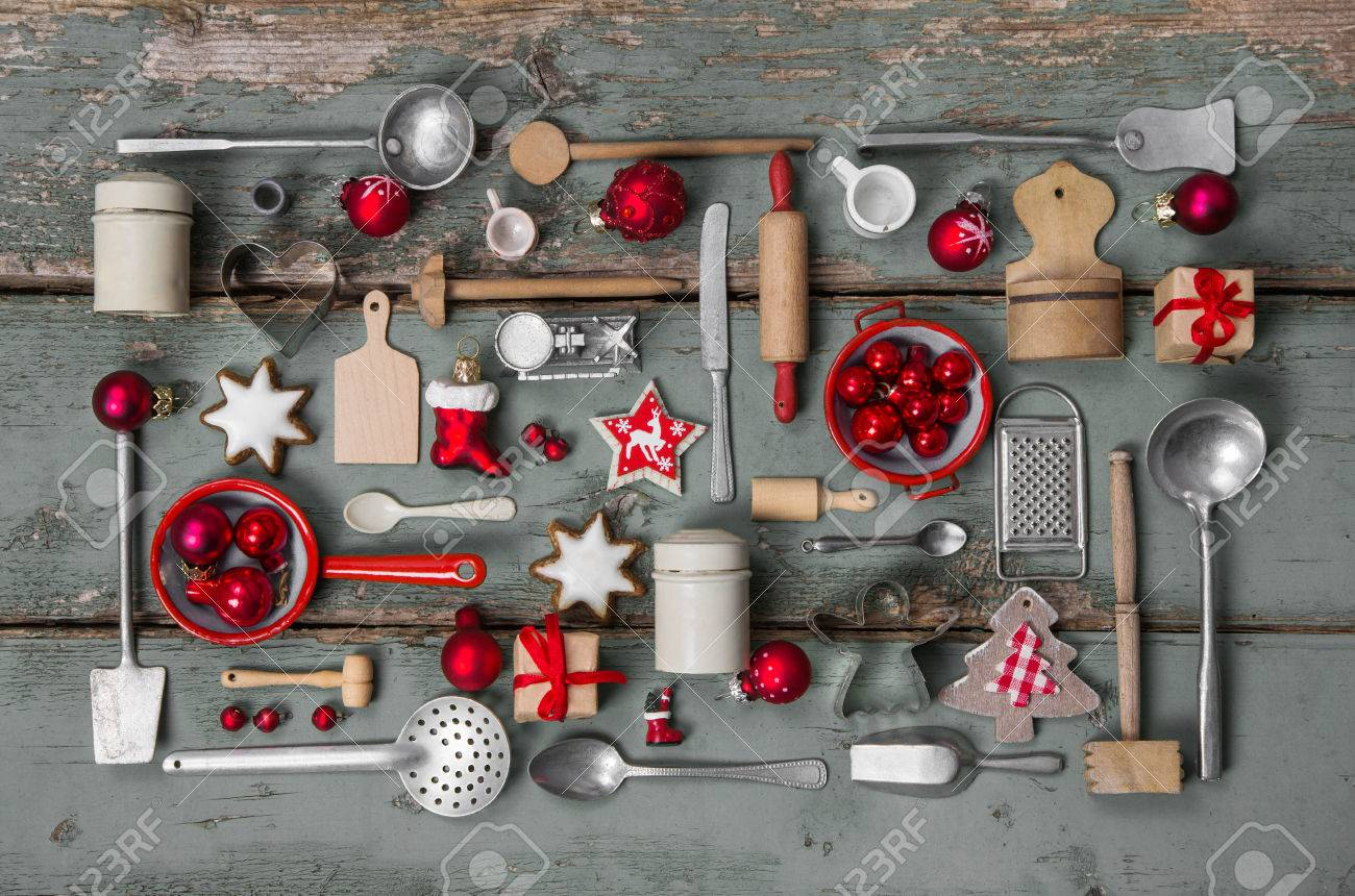 Old children toys of the kitchen. Vintage or country style with nostalgia decoration for Christmas. Banque d'images - 47341493