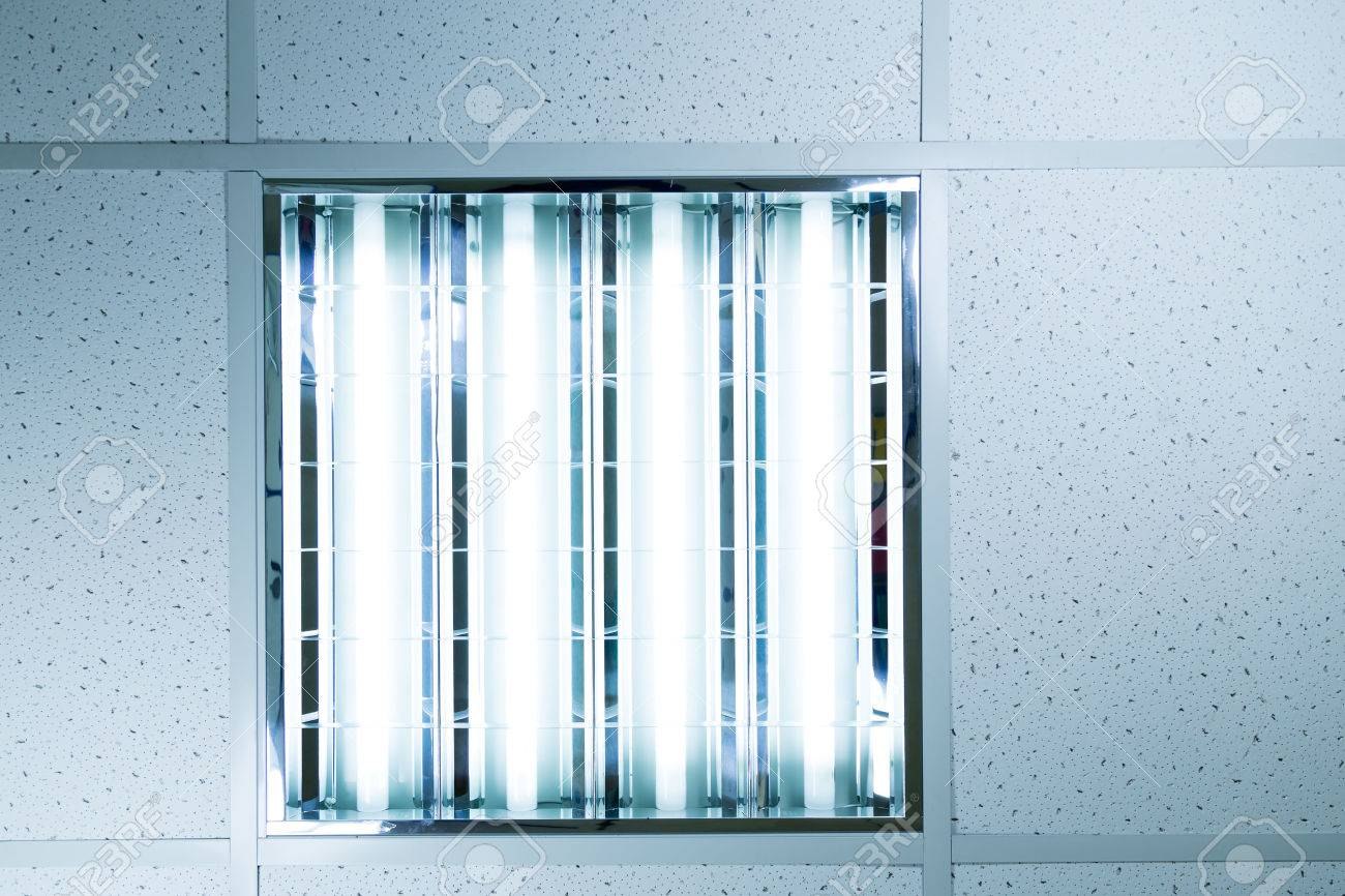 Fluorescent ceiling lights in an office - 43138263