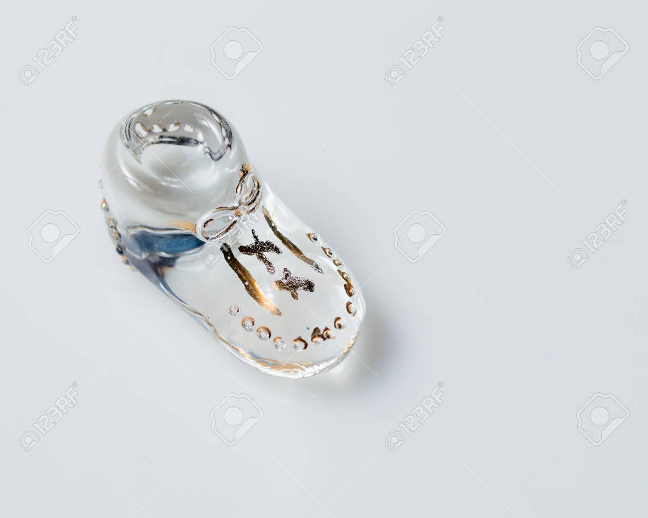 Foto de archivo - Zapatos de bebé de vidrio de época para la niña recién  nacida d6aa46c6f5be