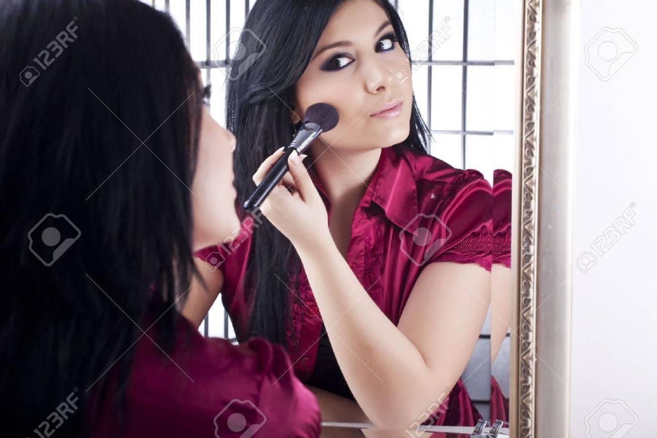 applying make-up - 6627785