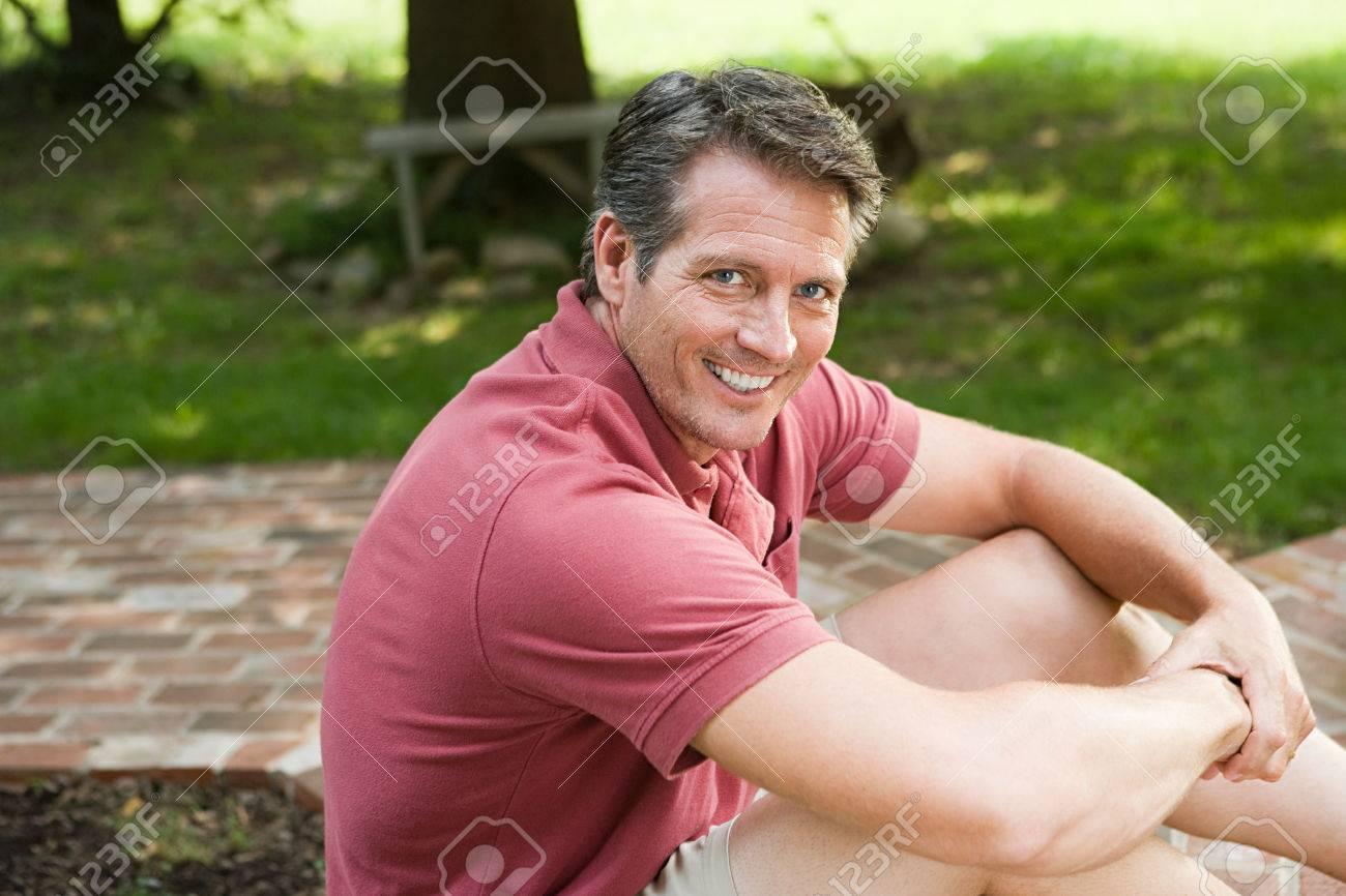 Man in garden - 86035960