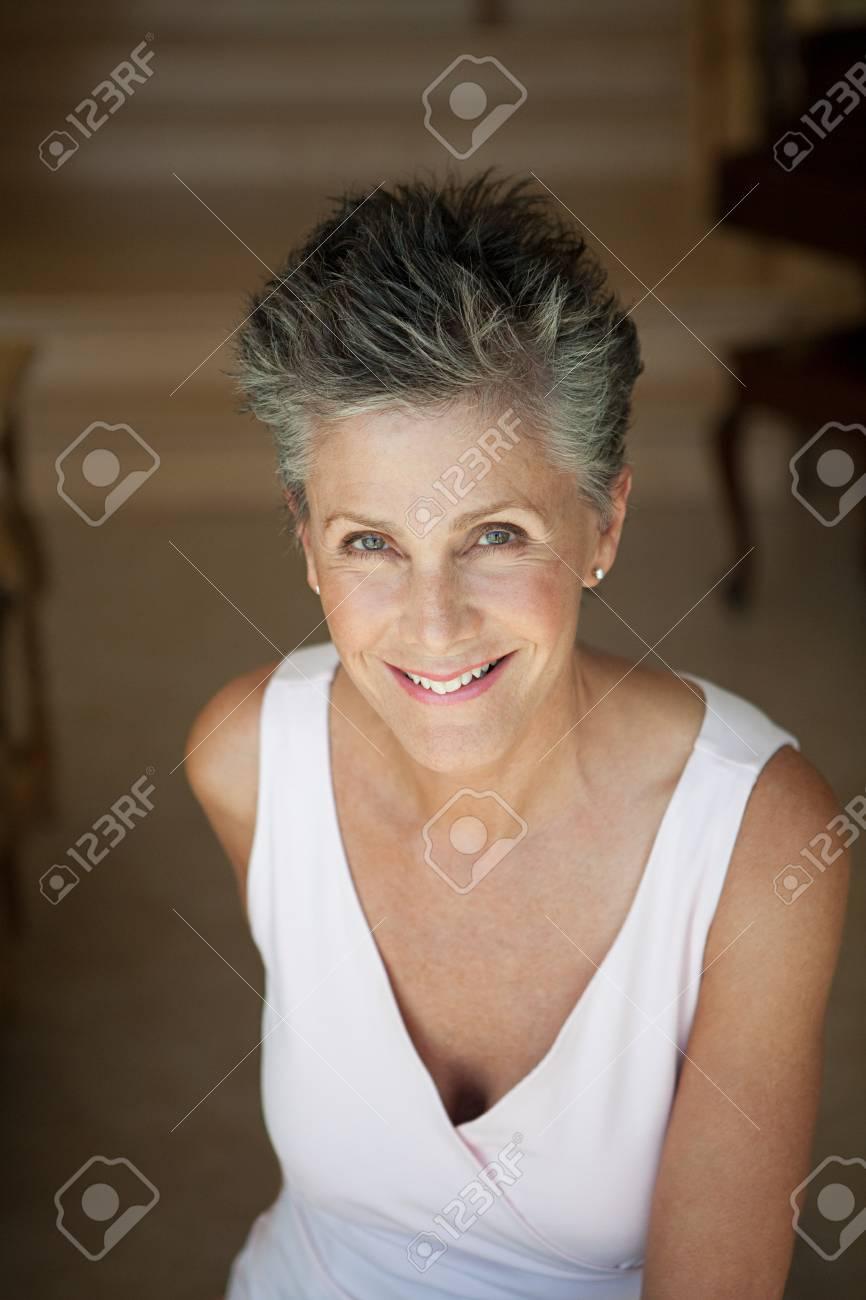 Senior woman, portrait - 85900267