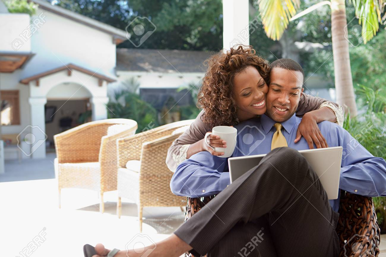 Young couple with laptop - 86036902