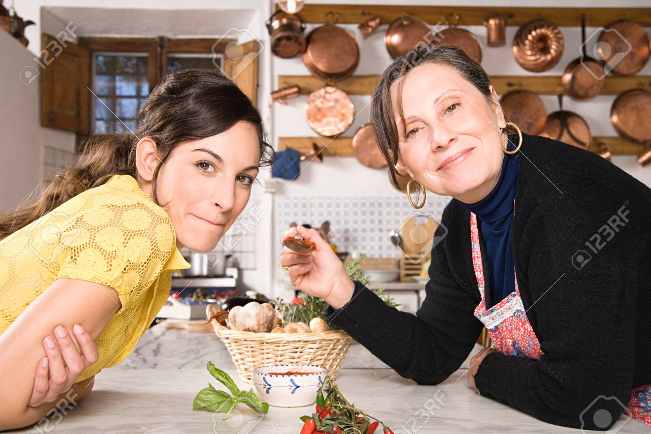 Italian mother and daughter in kitchen - 125489567