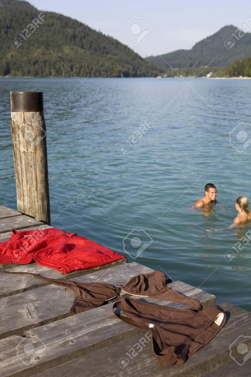 Banos Lago.Un Par De Banos Desnudos En Un Lago