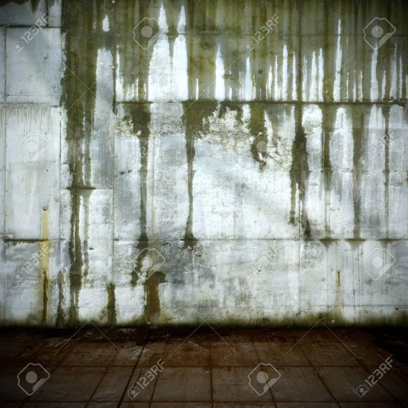 Old Leaking Concrete Wall Standard-Bild - 22435472