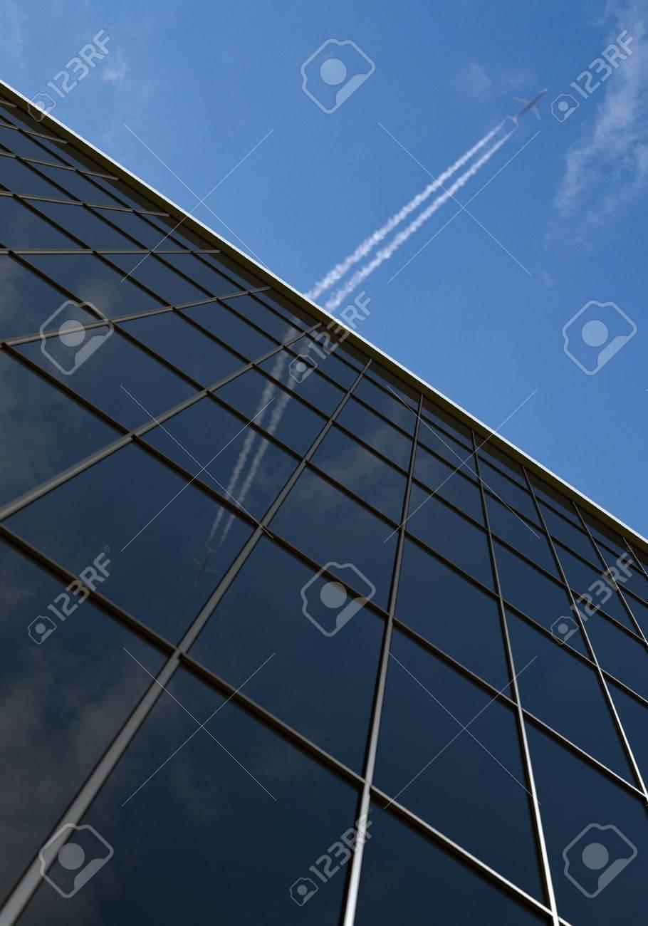Bürogebäude mit Flugzeug und blauer Himmel Standard-Bild - 26050685