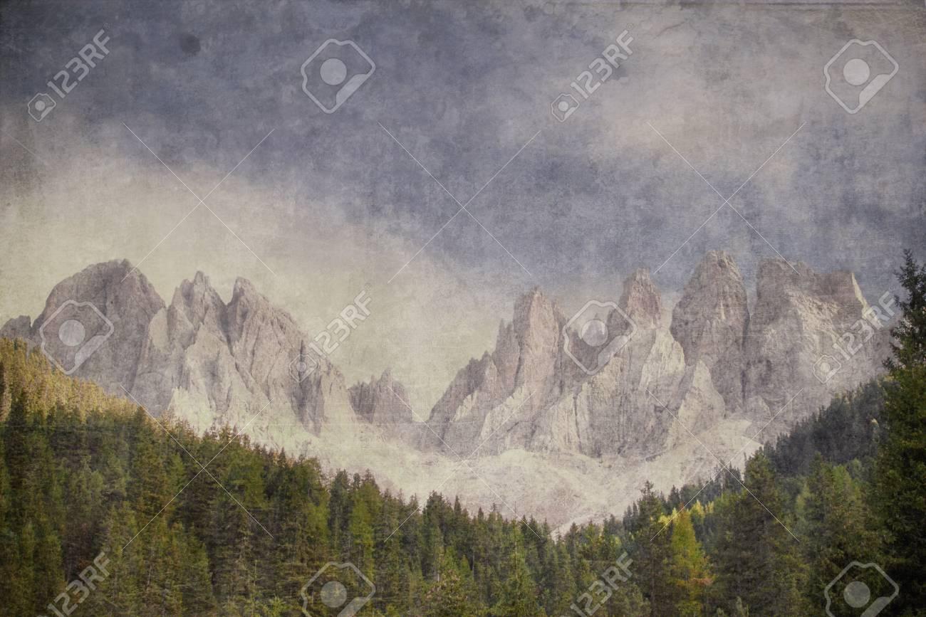 Geissler-Group - South Tyrolean Alps Vintage look Standard-Bild - 26049406