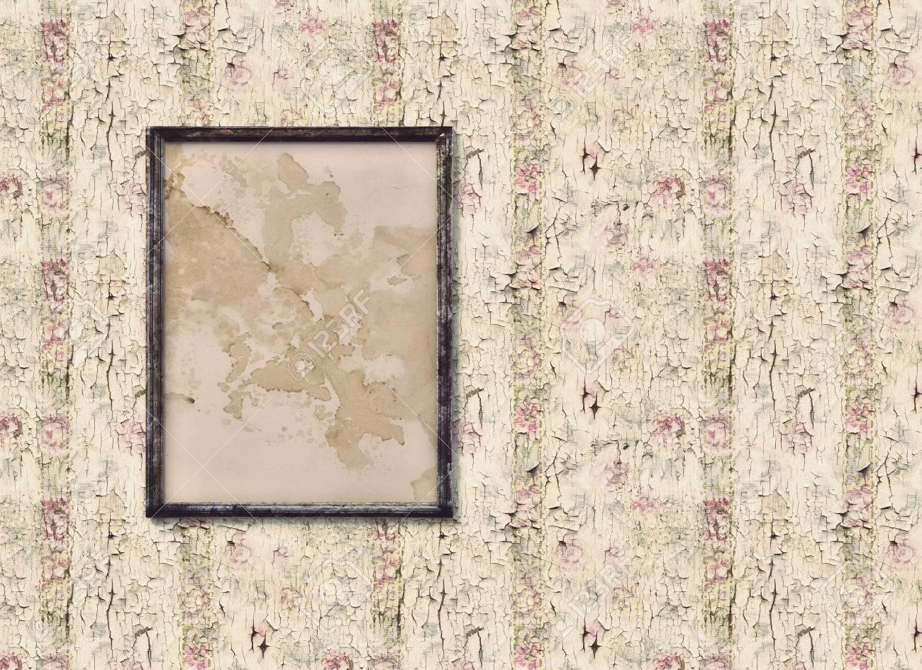 Alte Bilderrahmen auf einem alten Vintage Wand Standard-Bild - 26719143