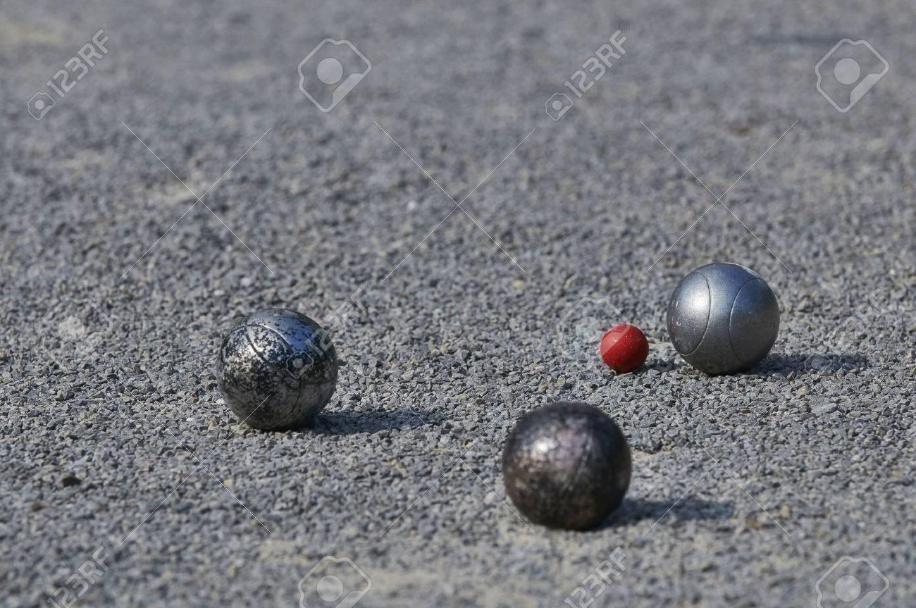 Playing Petanque  3 balls Standard-Bild - 28516613