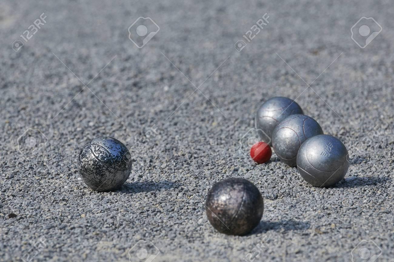 Playing Petanque  5 balls Standard-Bild - 28516614