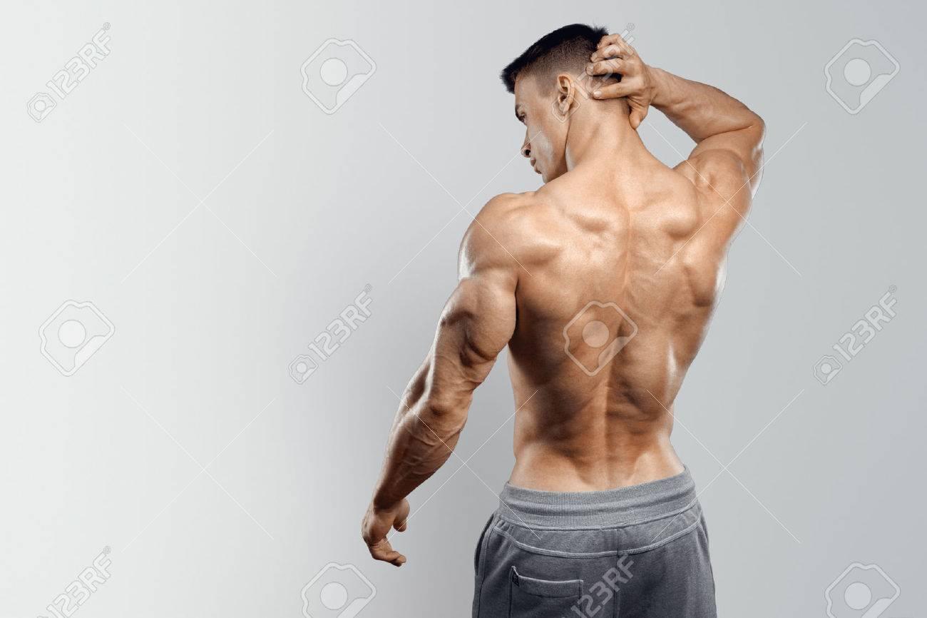 Mit Nacktem Oberkörper Athletischer Mann Drehte Sich Wieder Auf ...