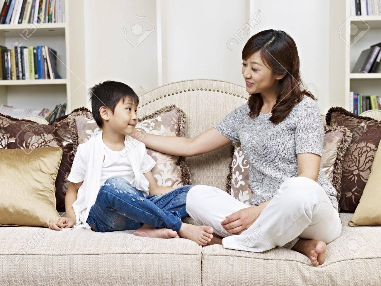 Азиатская мать и сын онлайн