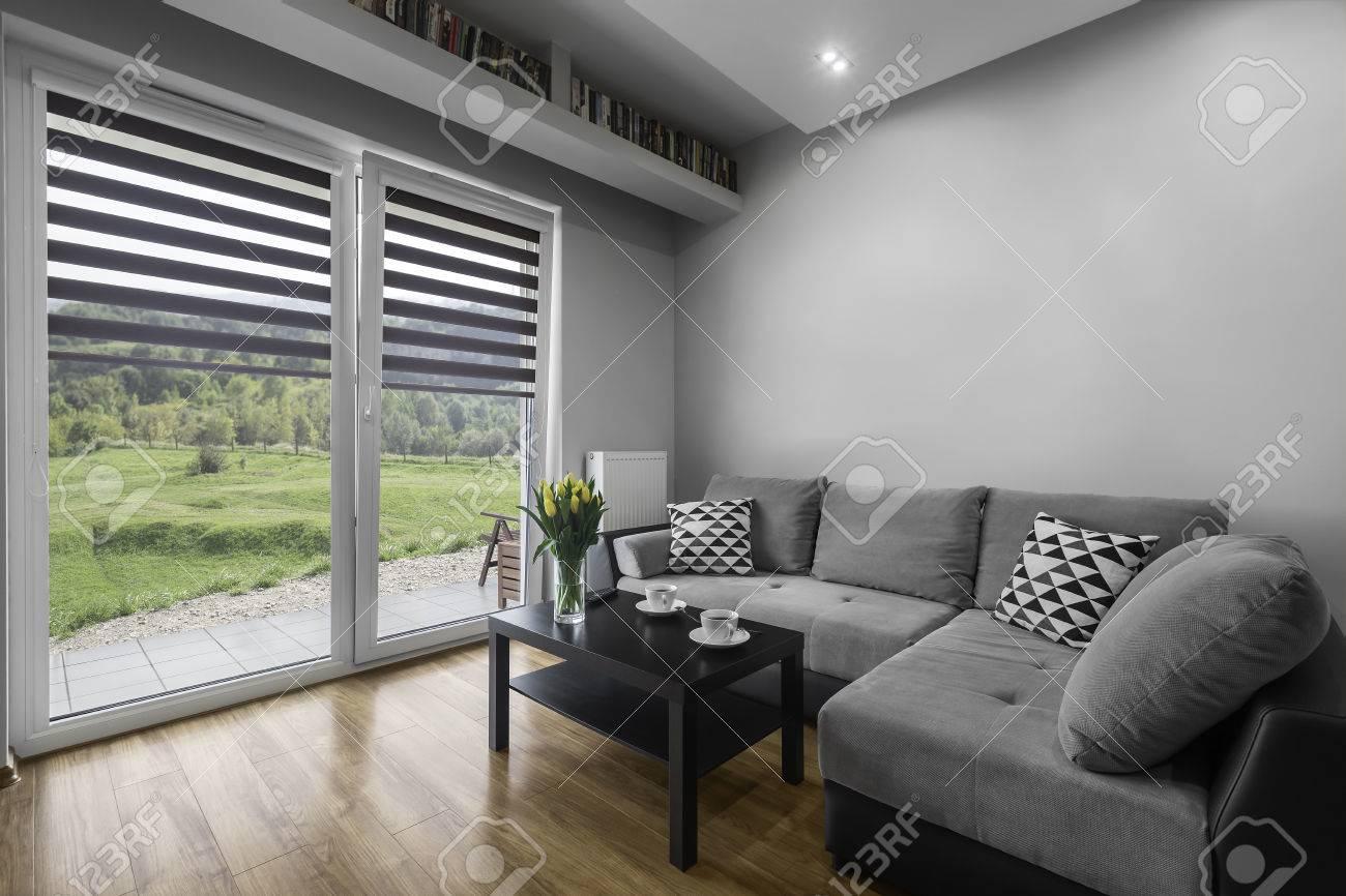 Intérieur du salon simple et moderne