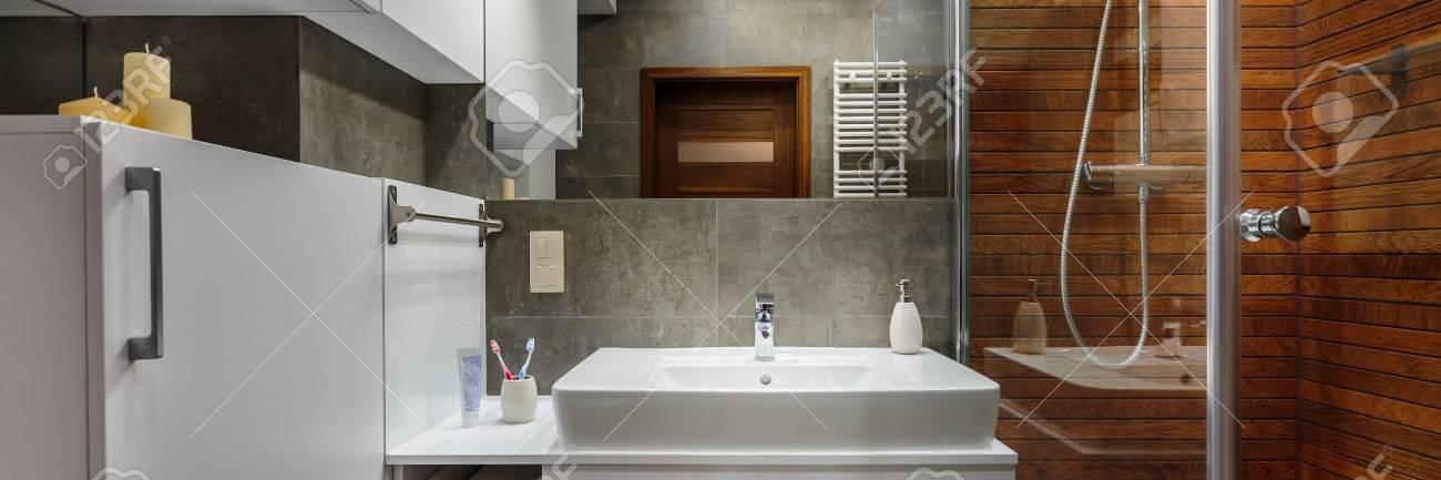 Panorama d\'une salle de bain contemporaine et élégante