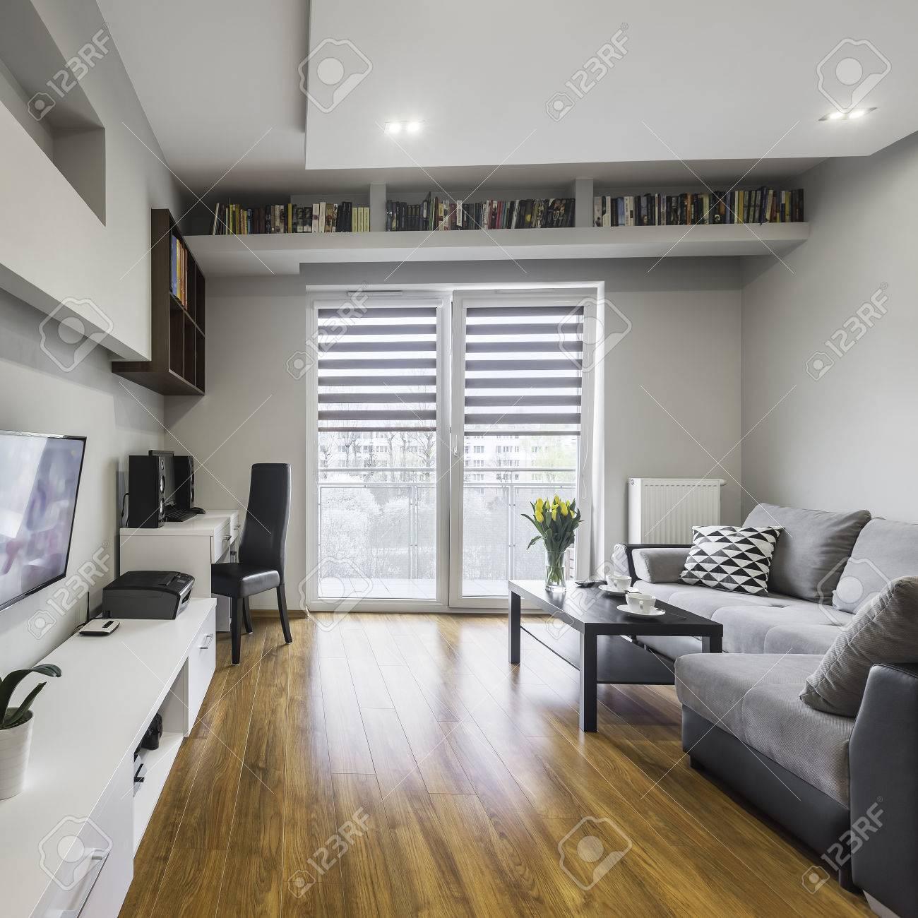 Das Stilvolle Und Moderne Wohnung In Der Weißen Und Grauen Farbe ...