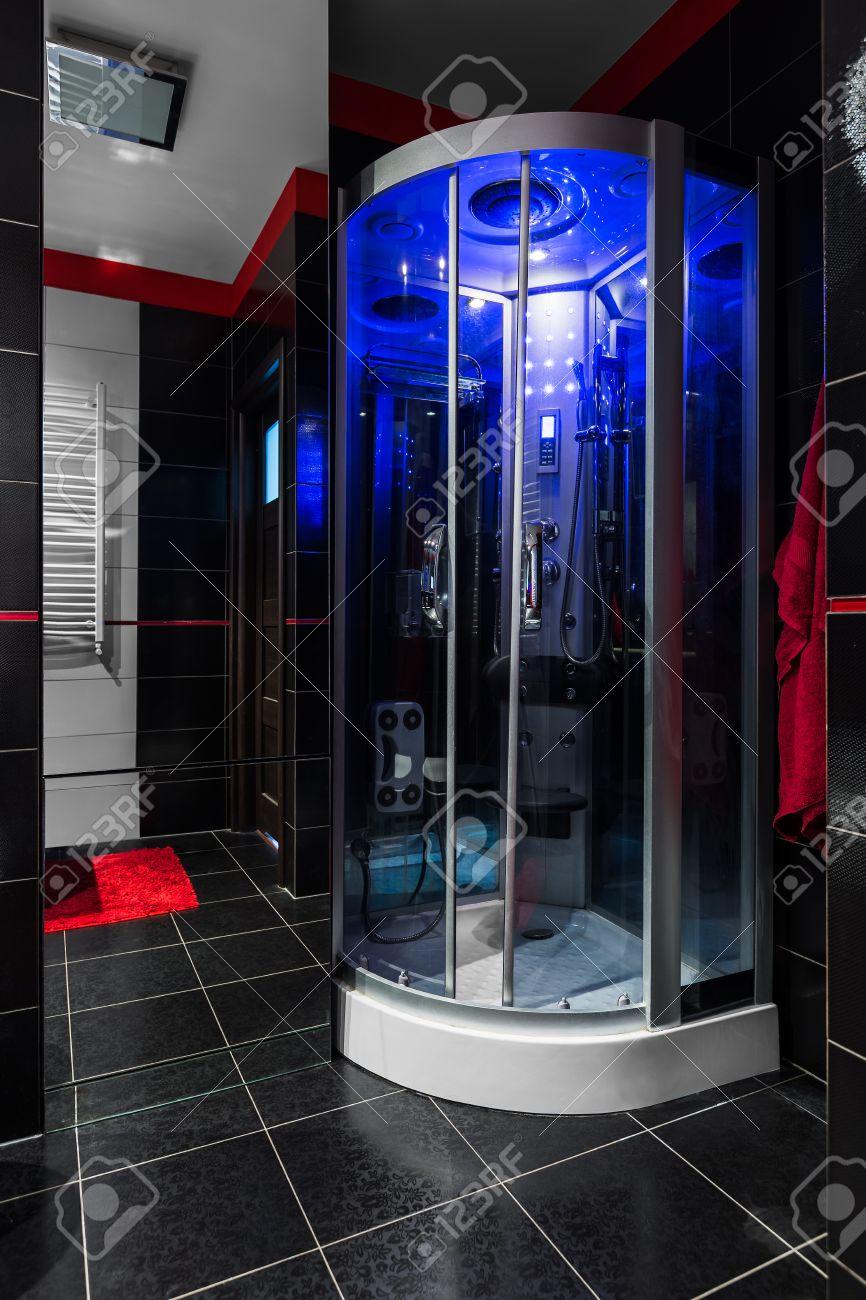 Salle De Bains Avec Douche Noir Et Bleu Hydromassage éclairage LED ...
