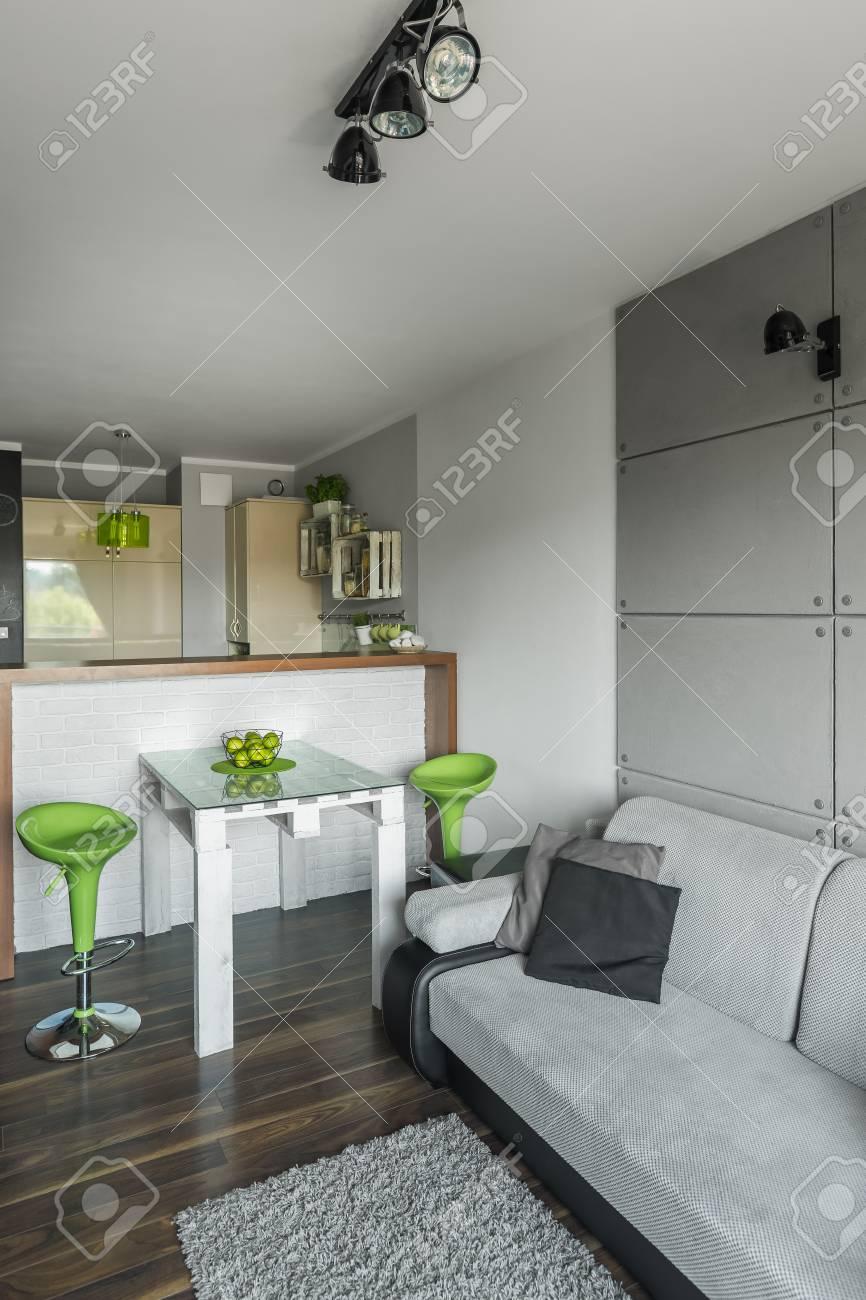 ouvrir plancher plat avec cuisine fonctionnelle, petite salle à