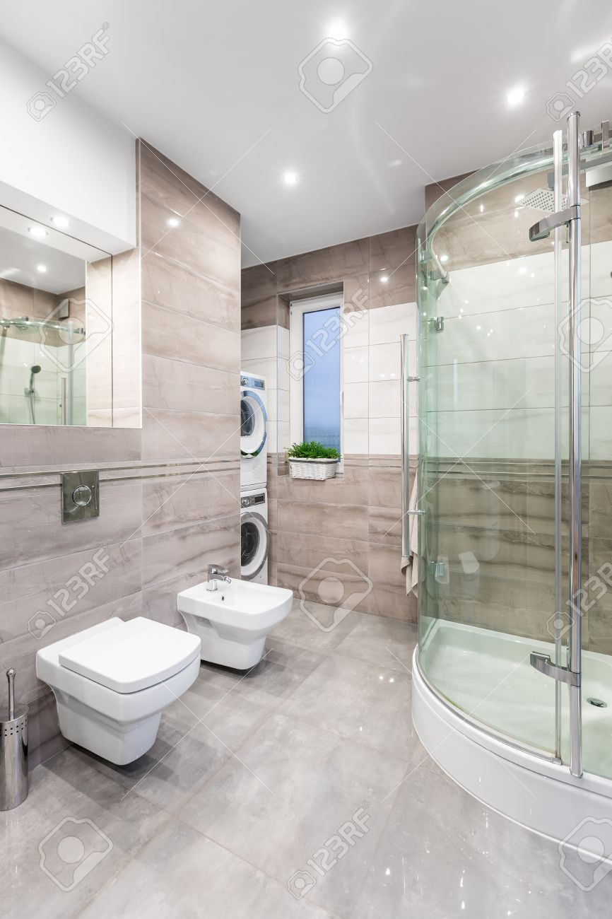 Fine Spacious High Gloss Bathroom With Mirror Toilet Bidet Shower Pabps2019 Chair Design Images Pabps2019Com