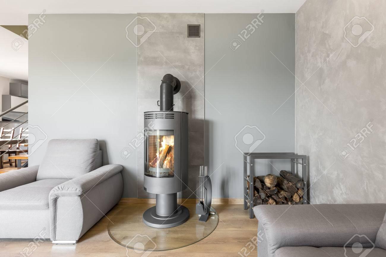 Dekorative Bilder Wohnzimmer ~ Geräumiges wohnzimmer mit einzelsofa kamin im industriebereich